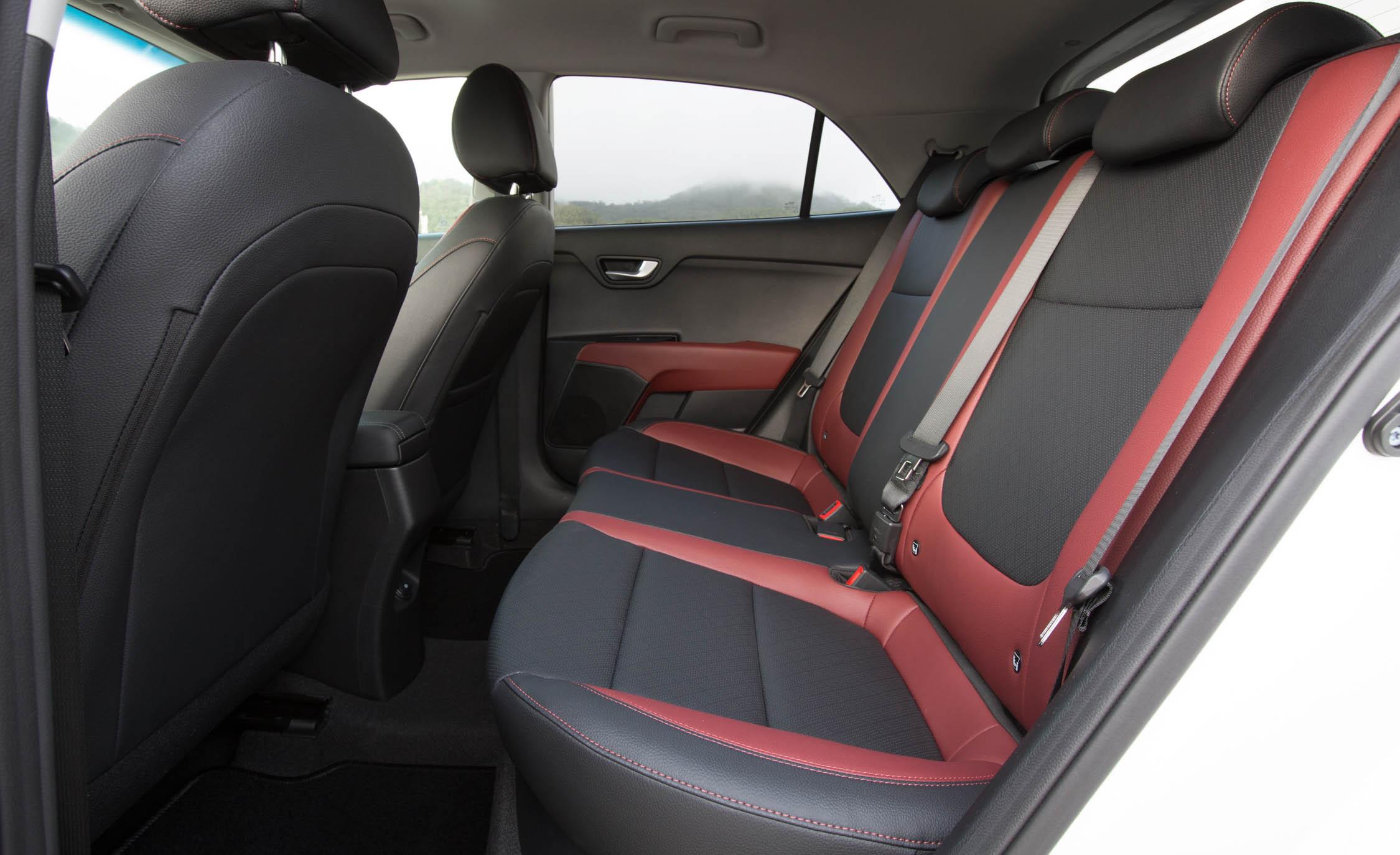 2018 Kia Rio Hatchback Interior Seats Rear (Photo 28 of 49)