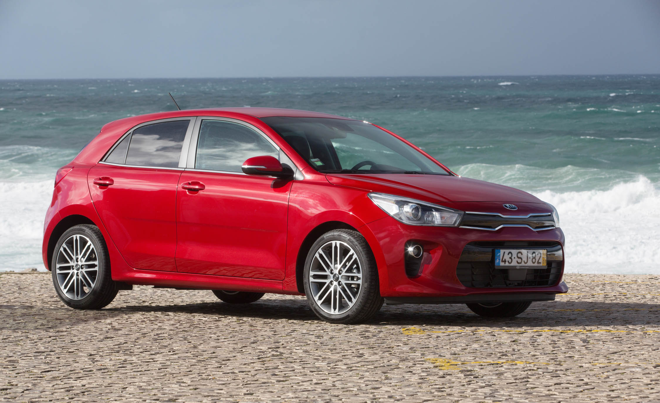 2018 Kia Rio Hatchback Red Exterior Side And Front (Photo 38 of 49)