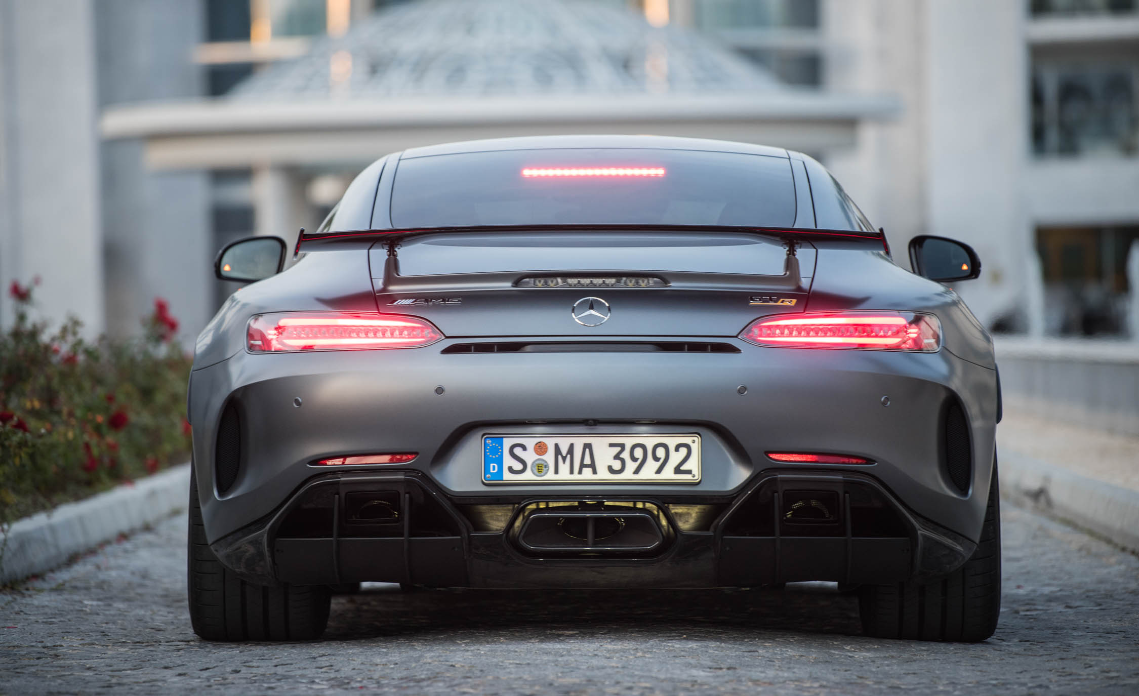 2018 Mercedes AMG GT R Exterior Rear Taillight On (Photo 13 of 36)