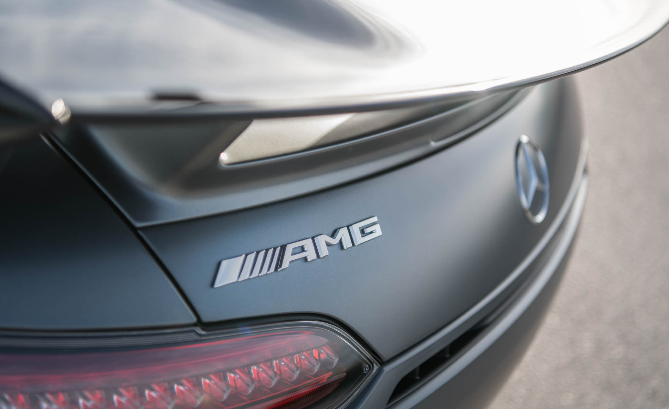 2018 Mercedes AMG GT R Exterior View Rear Badge (Photo 17 of 36)
