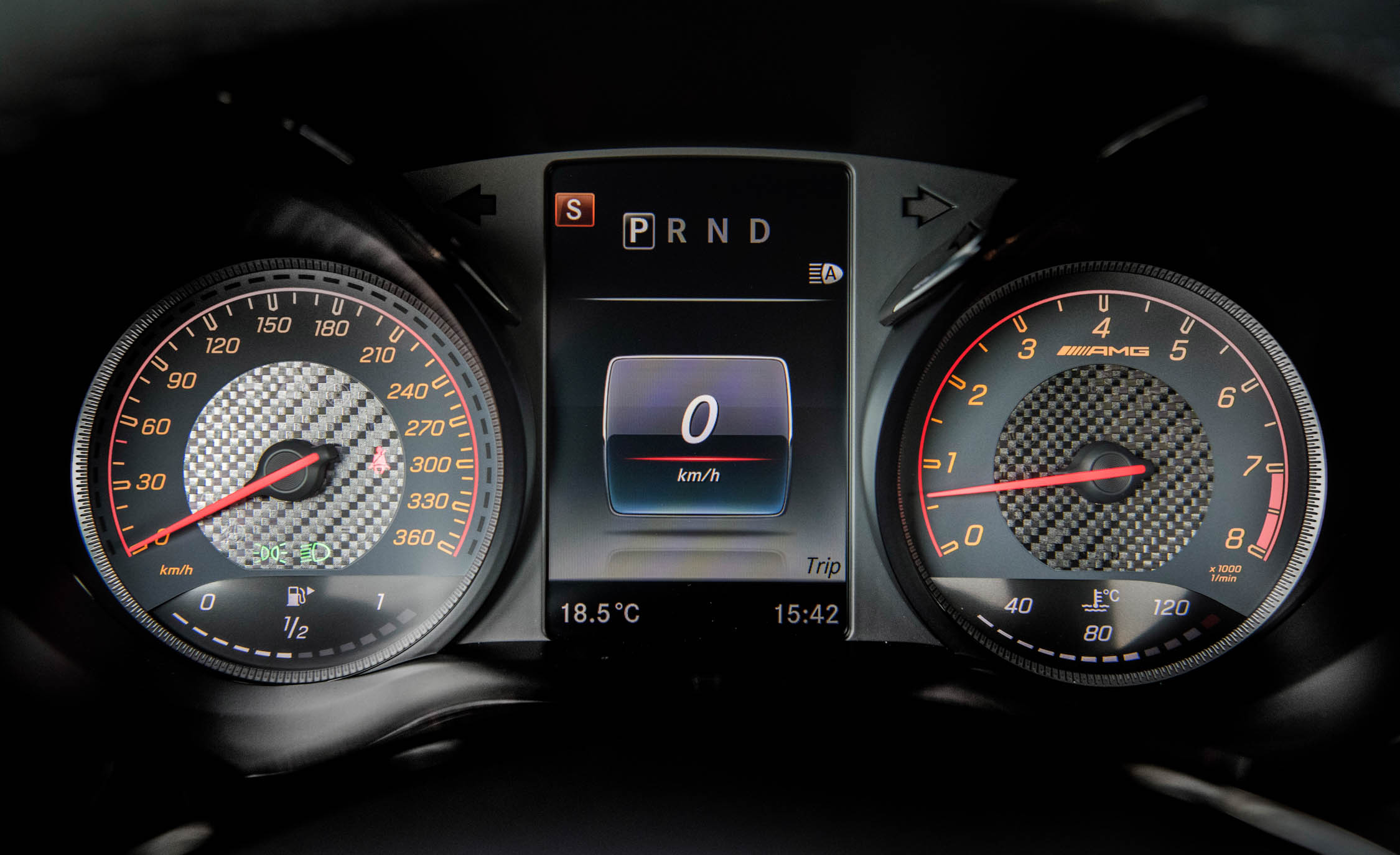 2018 Mercedes AMG GT R Interior View Speedometer (Photo 29 of 36)