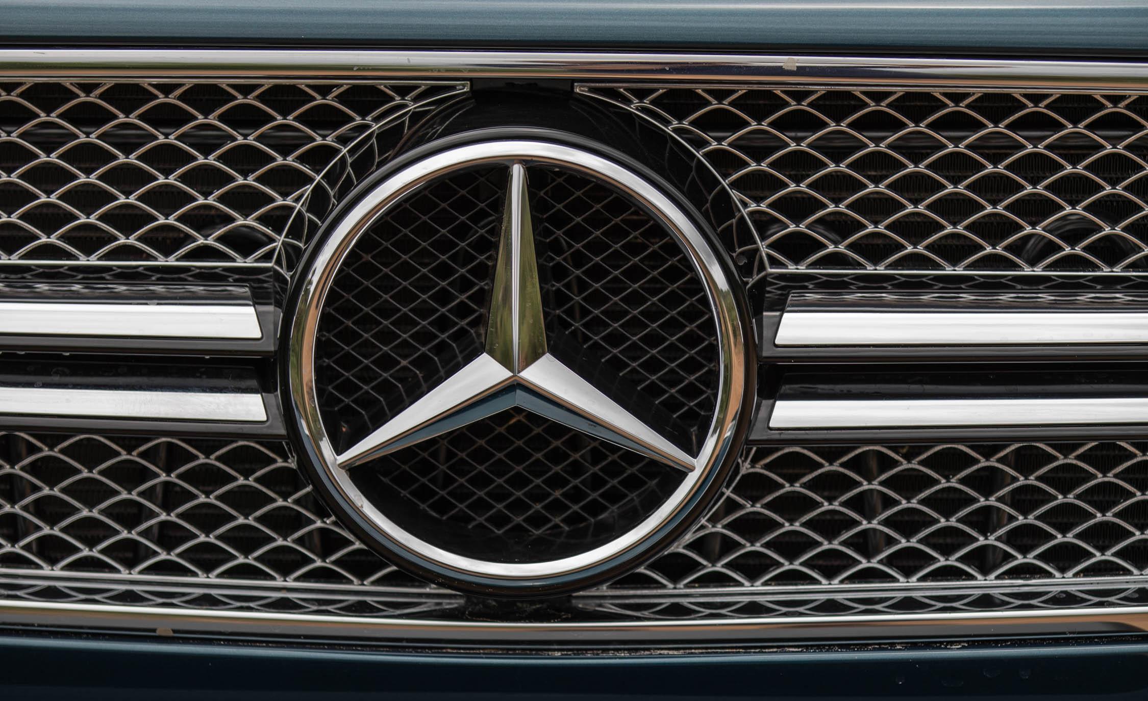 2018 Mercedes Maybach G650 Landaulet Exterior View Front Badge Emblem (Photo 47 of 52)