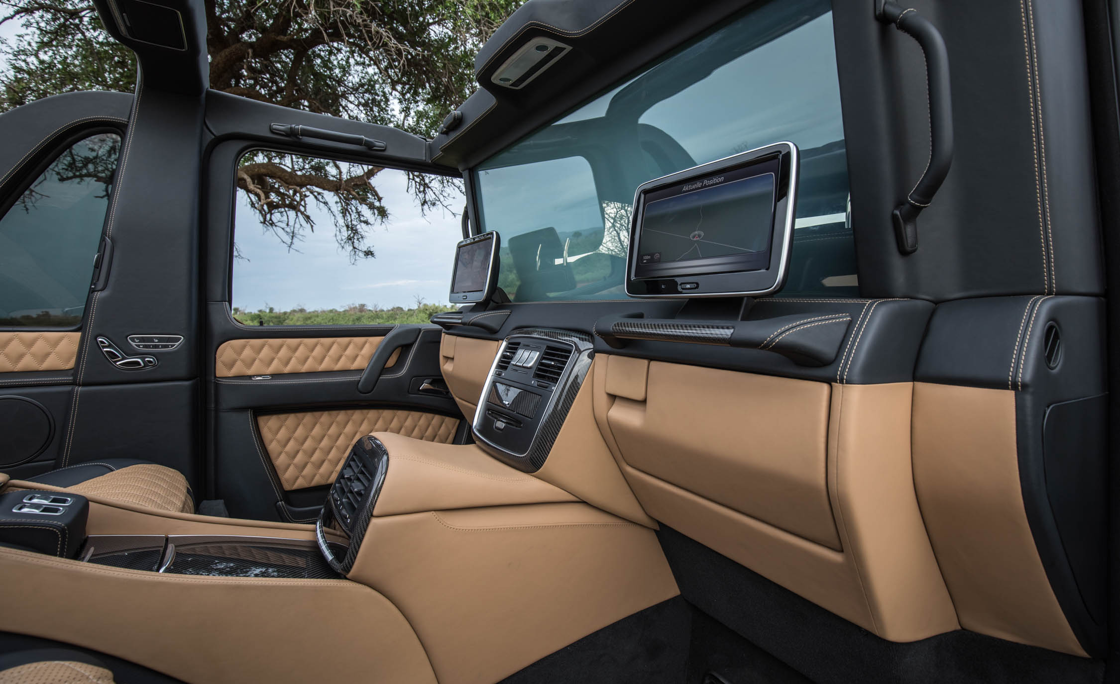 2018 Mercedes Maybach G650 Landaulet Interior Rear Dashboard And Headunit Multimedia Screen (Photo 20 of 52)