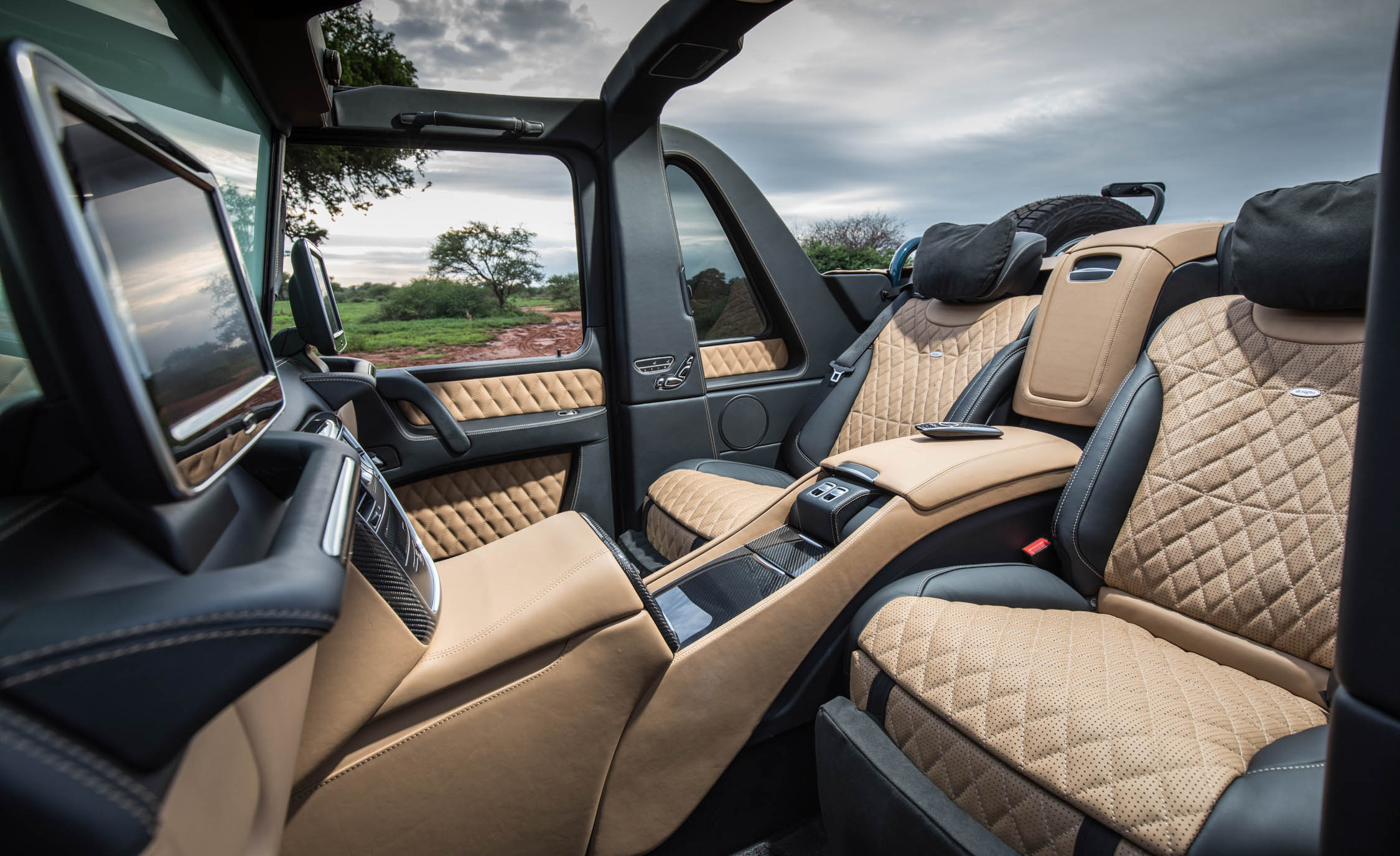 2018 Mercedes Maybach G650 Landaulet Interior Seats Rear (View 28 of 52)