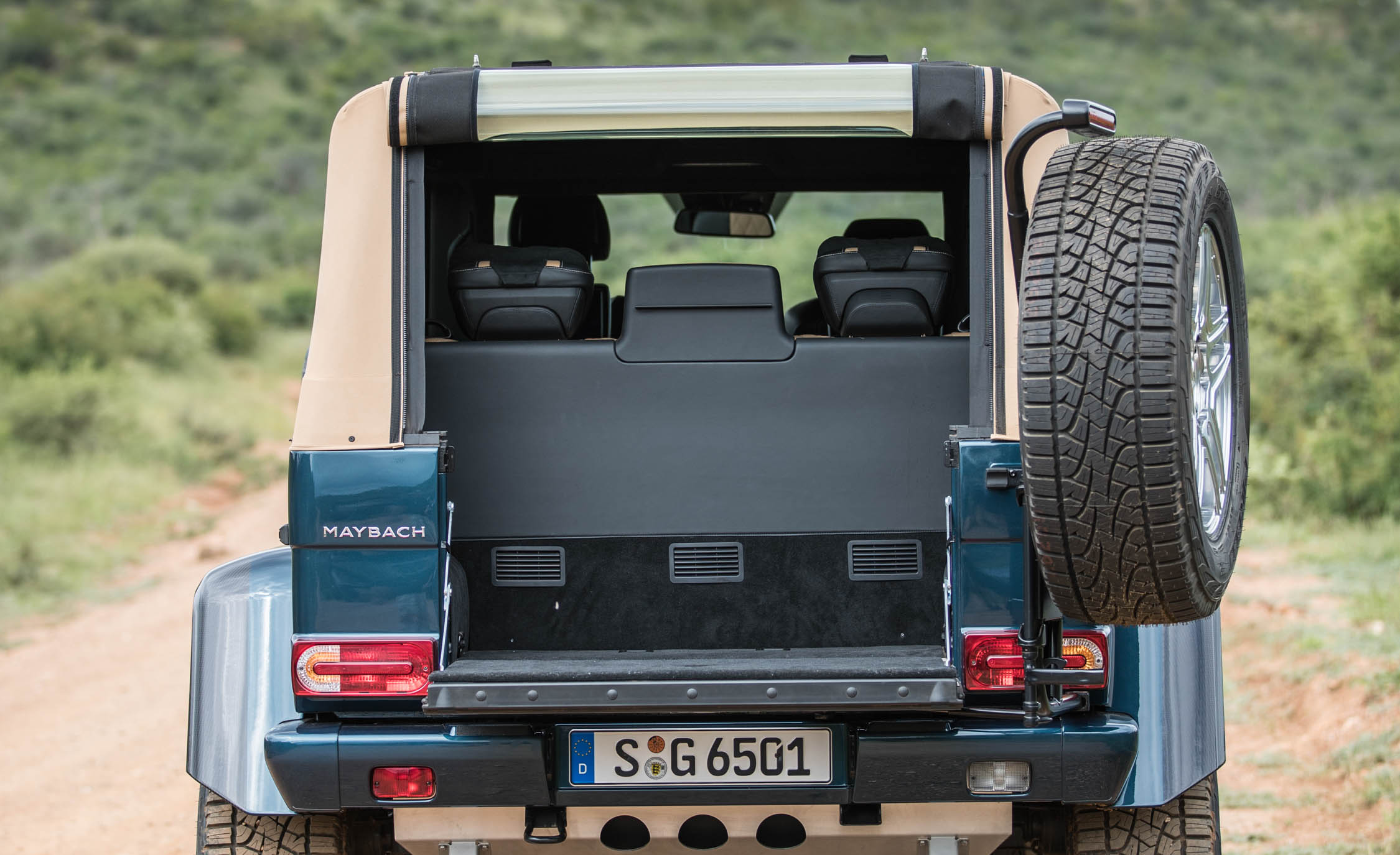 2018 Mercedes Maybach G650 Landaulet Interior View Cargo Trunk (Photo 29 of 52)