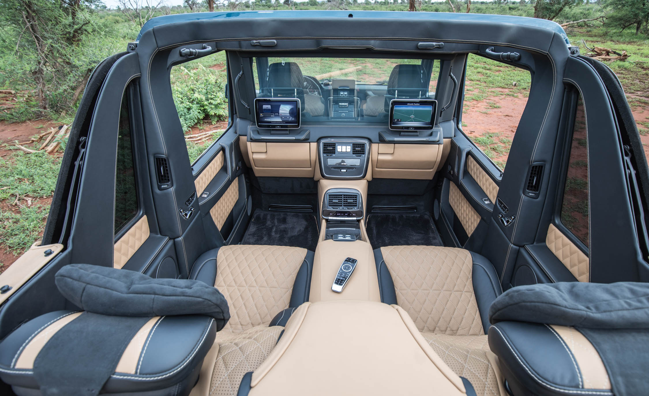 2018 Mercedes Maybach G650 Landaulet Interior (View 26 of 52)