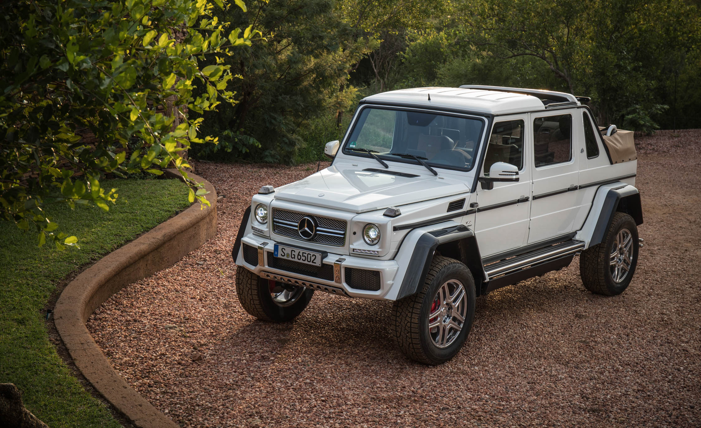 2018 Mercedes Maybach G650 Landaulet White (View 3 of 52)