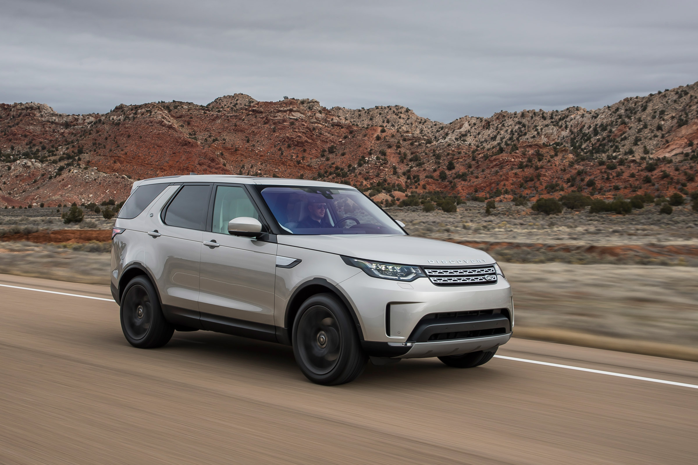 Featured Image of 2017 Land Rover Discovery