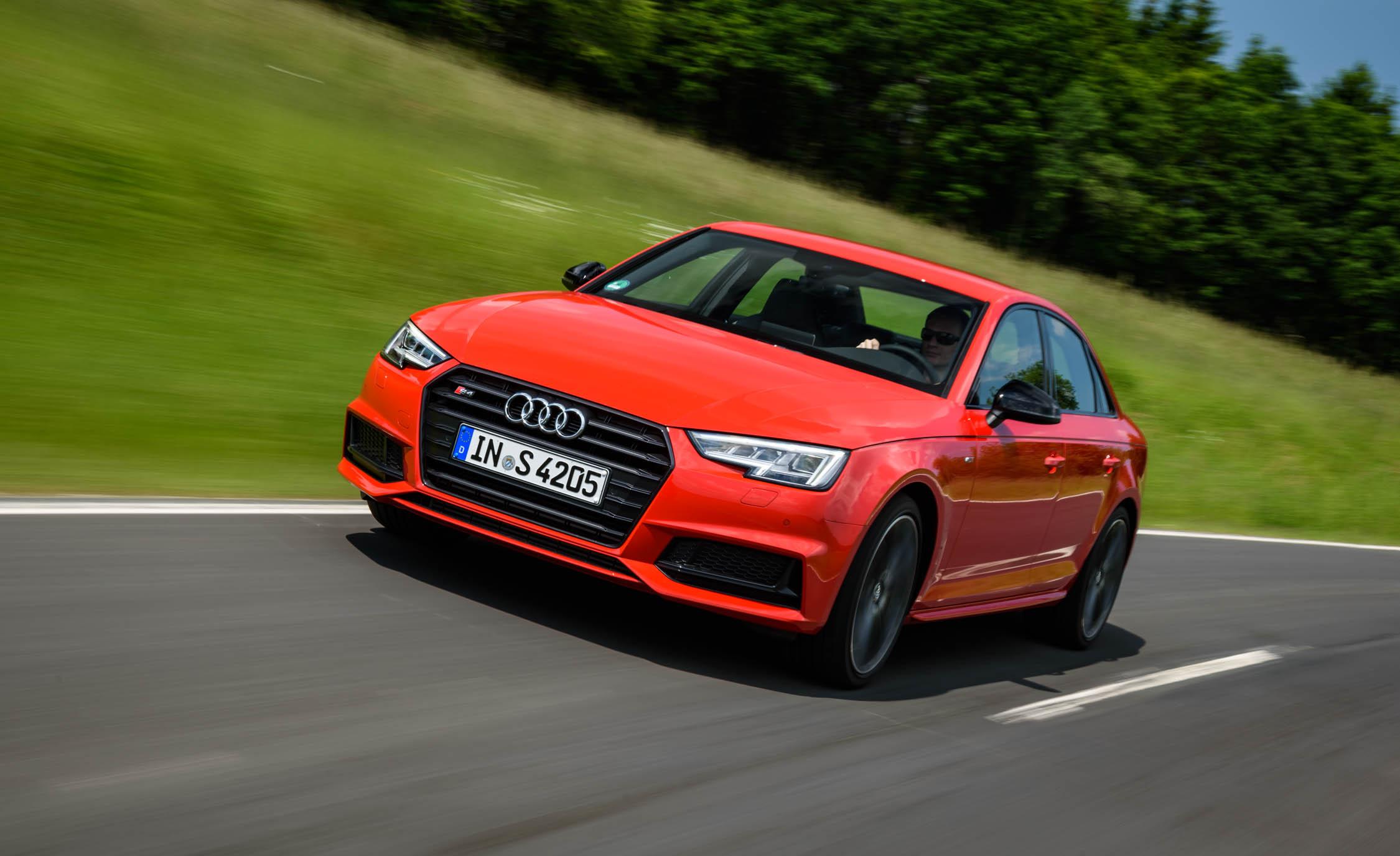 Audi S4  (Photo 17 of 17)
