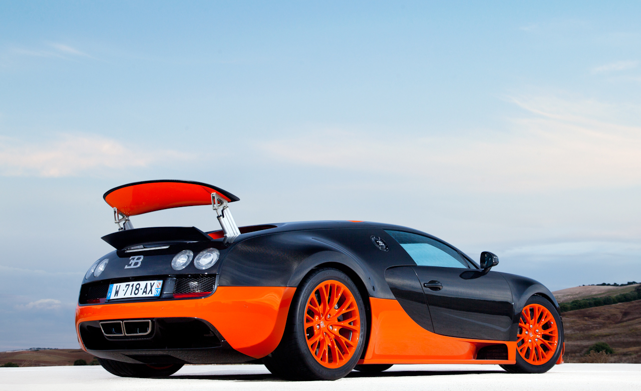 2011 Bugatti Veyron 16.4 Super Sport Exterior Rear And Side Wing Open (Photo 31 of 39)