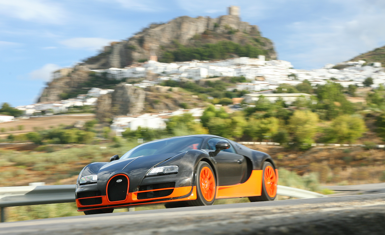 2011 Bugatti Veyron 16.4 Super Sport Test Drive (Photo 4 of 39)