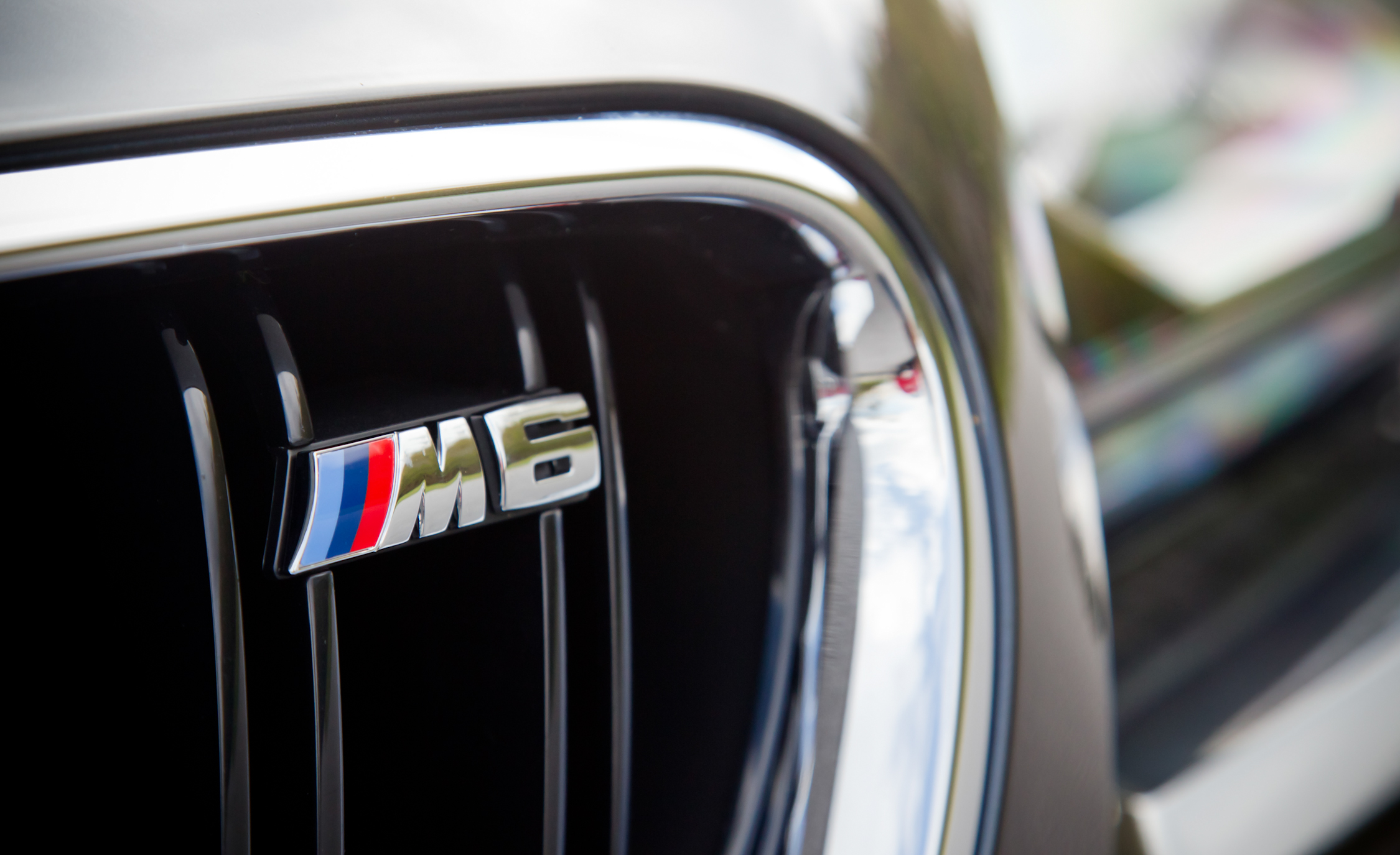 2012 BMW M6 Convertible Exterior View Badge Front (Photo 4 of 30)