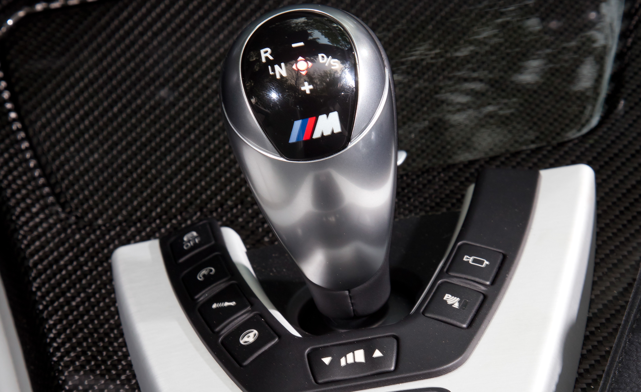 2012 BMW M6 Convertible Interior View Gear Shift Knob (Photo 14 of 30)