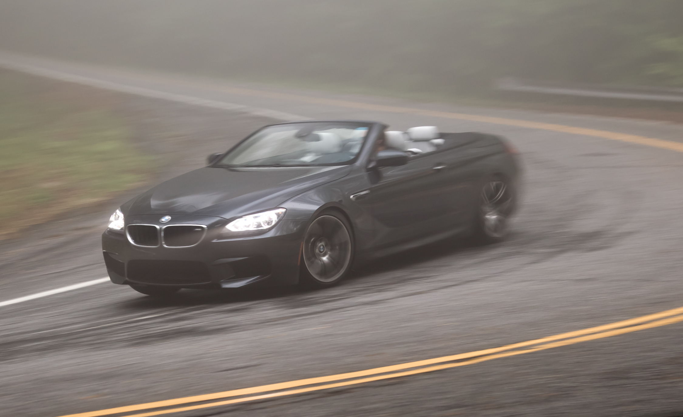 2012 BMW M6 Convertible Test Drive Cornering (Photo 18 of 30)
