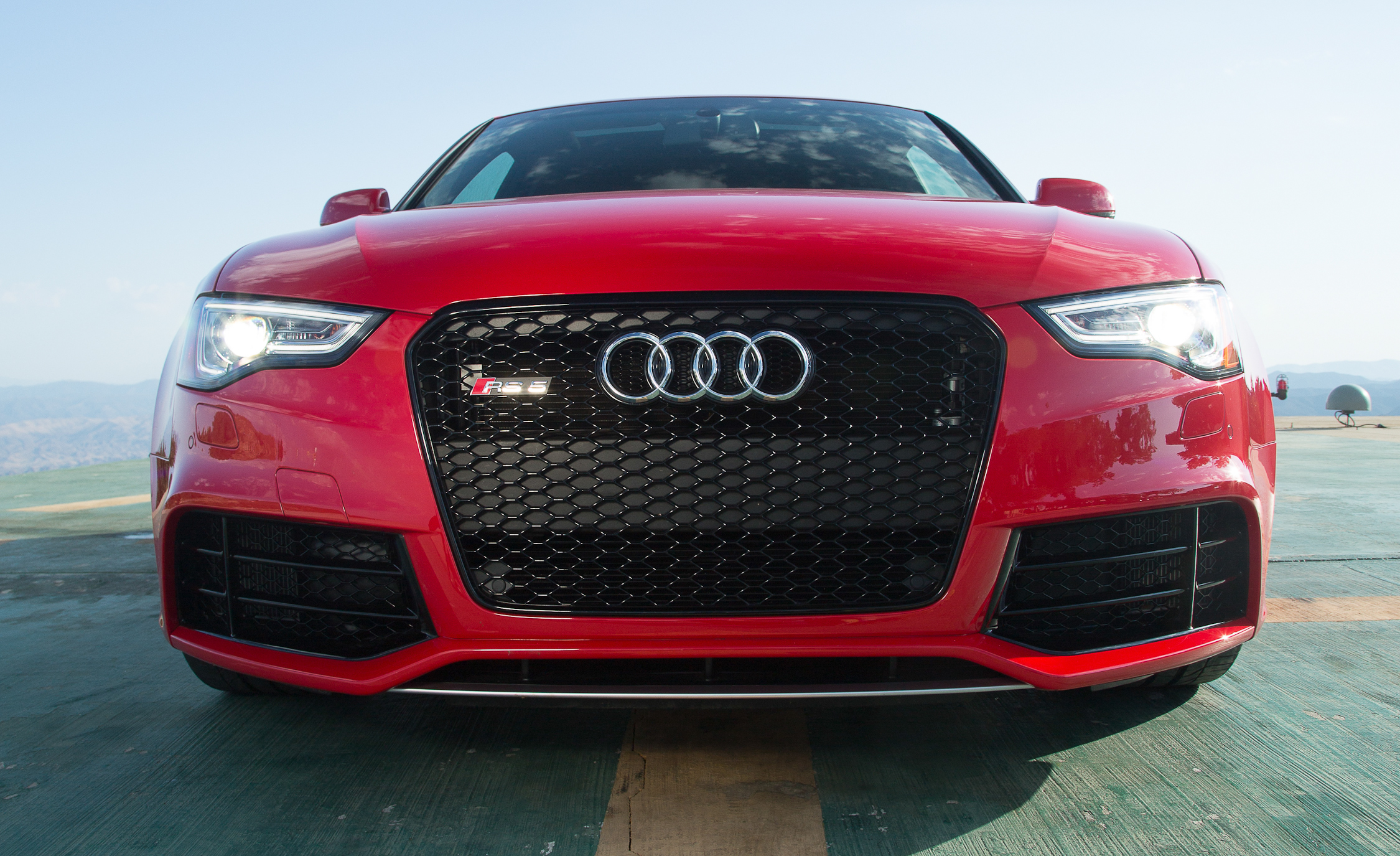 2013 Audi RS 5 Exterior Front End (Photo 6 of 41)