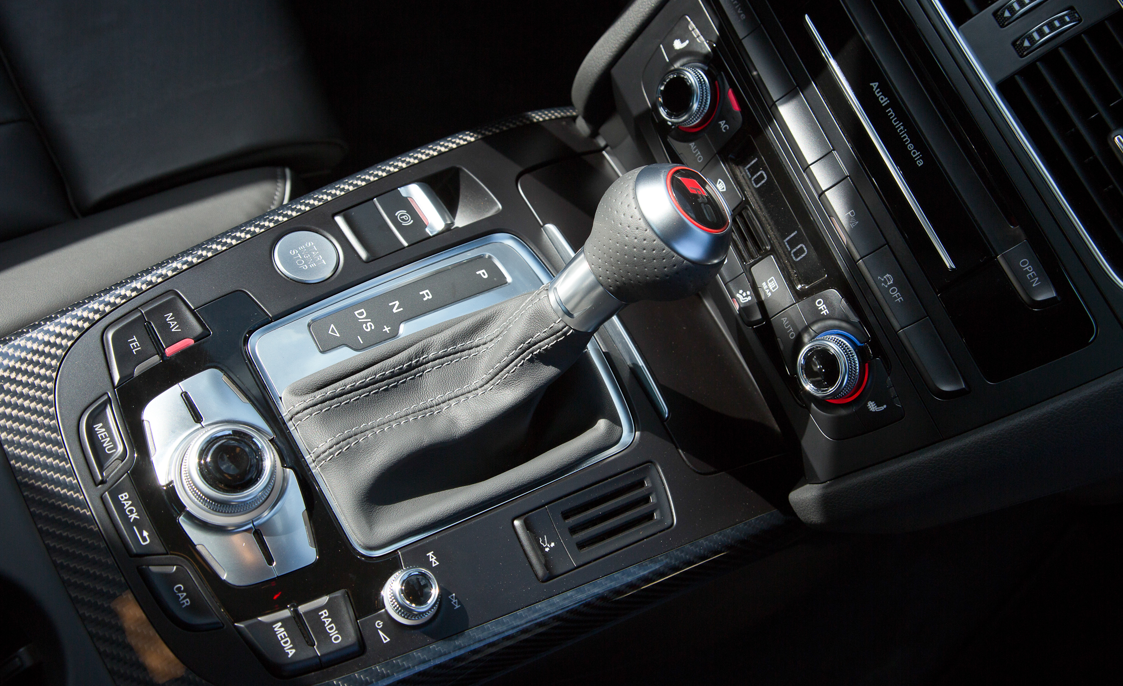 2013 Audi RS 5 Interior View Gear Shift Knob (Photo 26 of 41)
