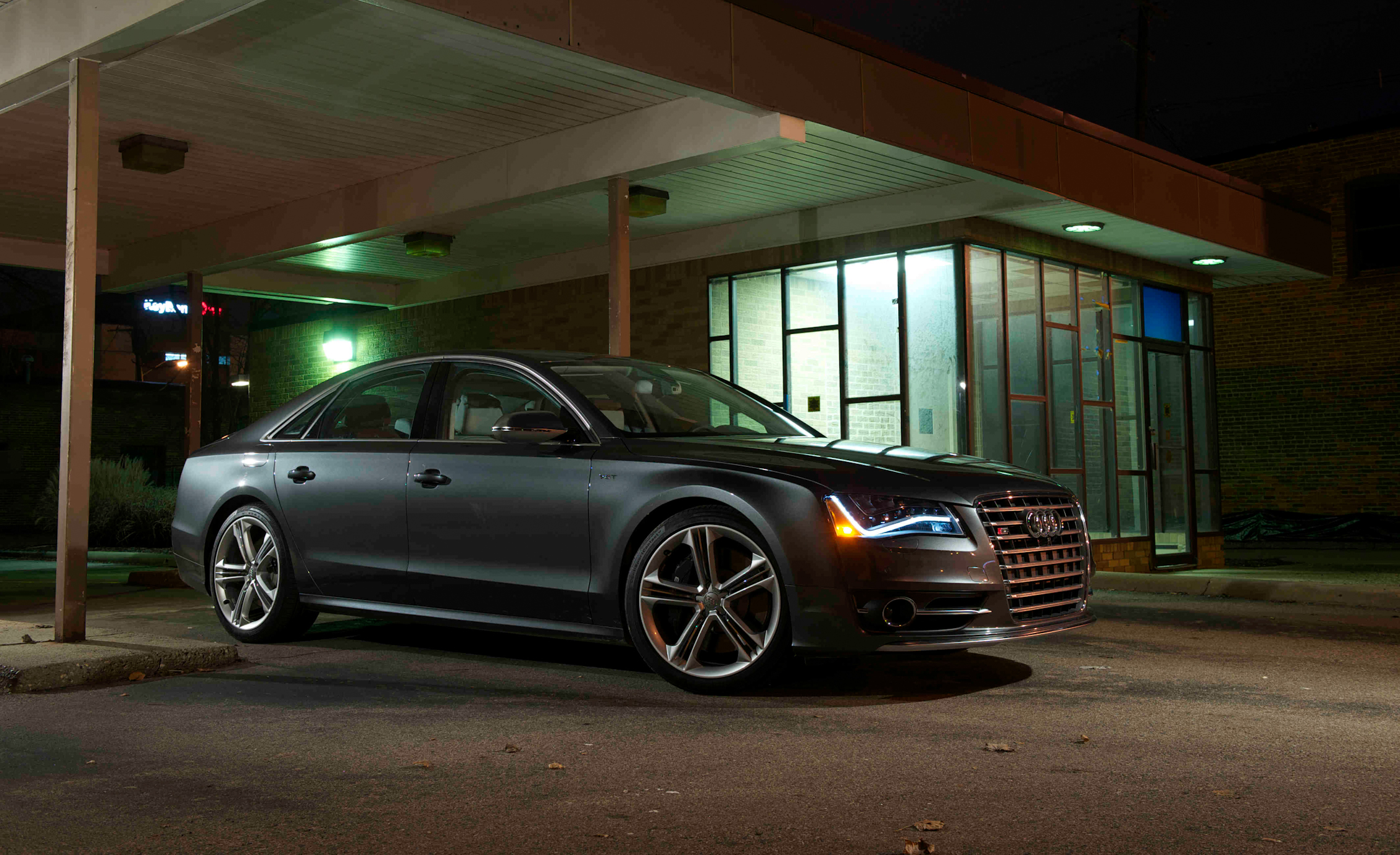 2013 Audi S8 Exterior Side And Front (View 22 of 25)