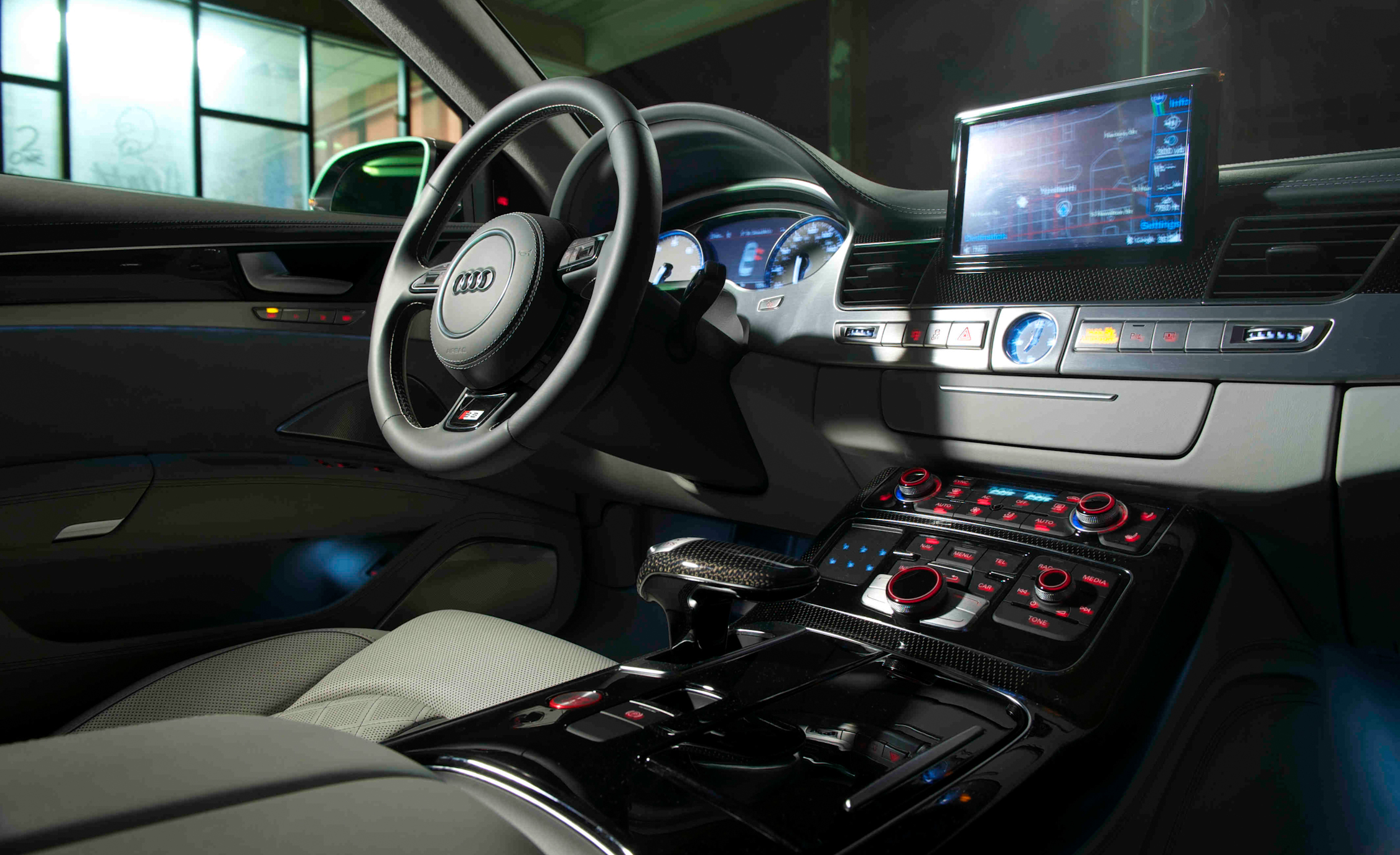 2013 Audi S8 Interior View Dashboard (Photo 16 of 25)
