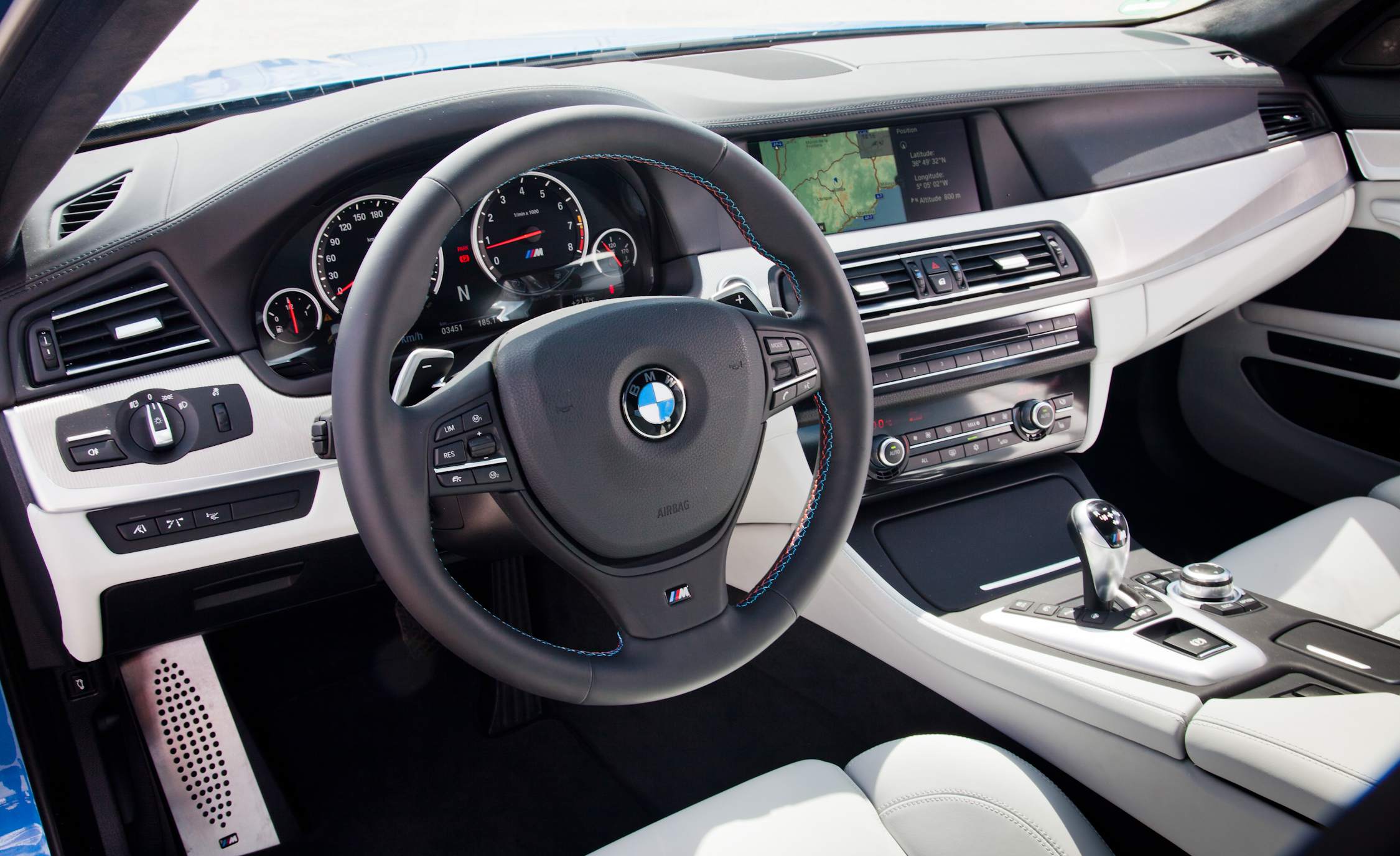 2013 BMW M5 Interior Driver Cockpit Steering And Dash (View 13 of 22)