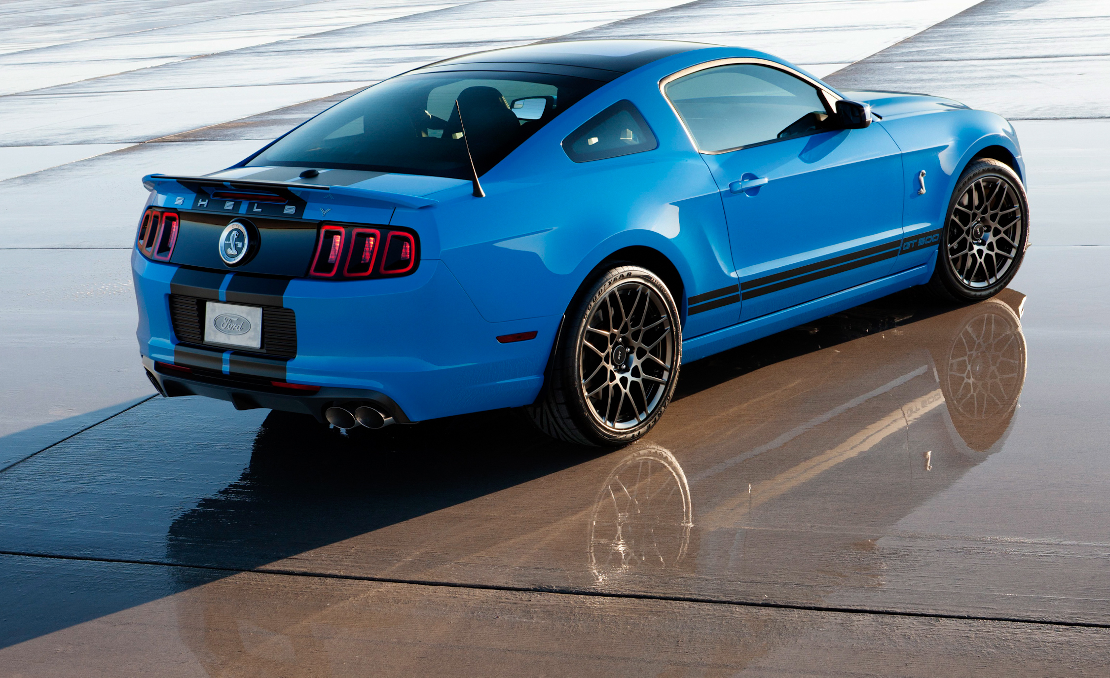 2013 Ford Mustang Shelby GT500 Blue Exterior Rear And Side (Photo 3 of 47)
