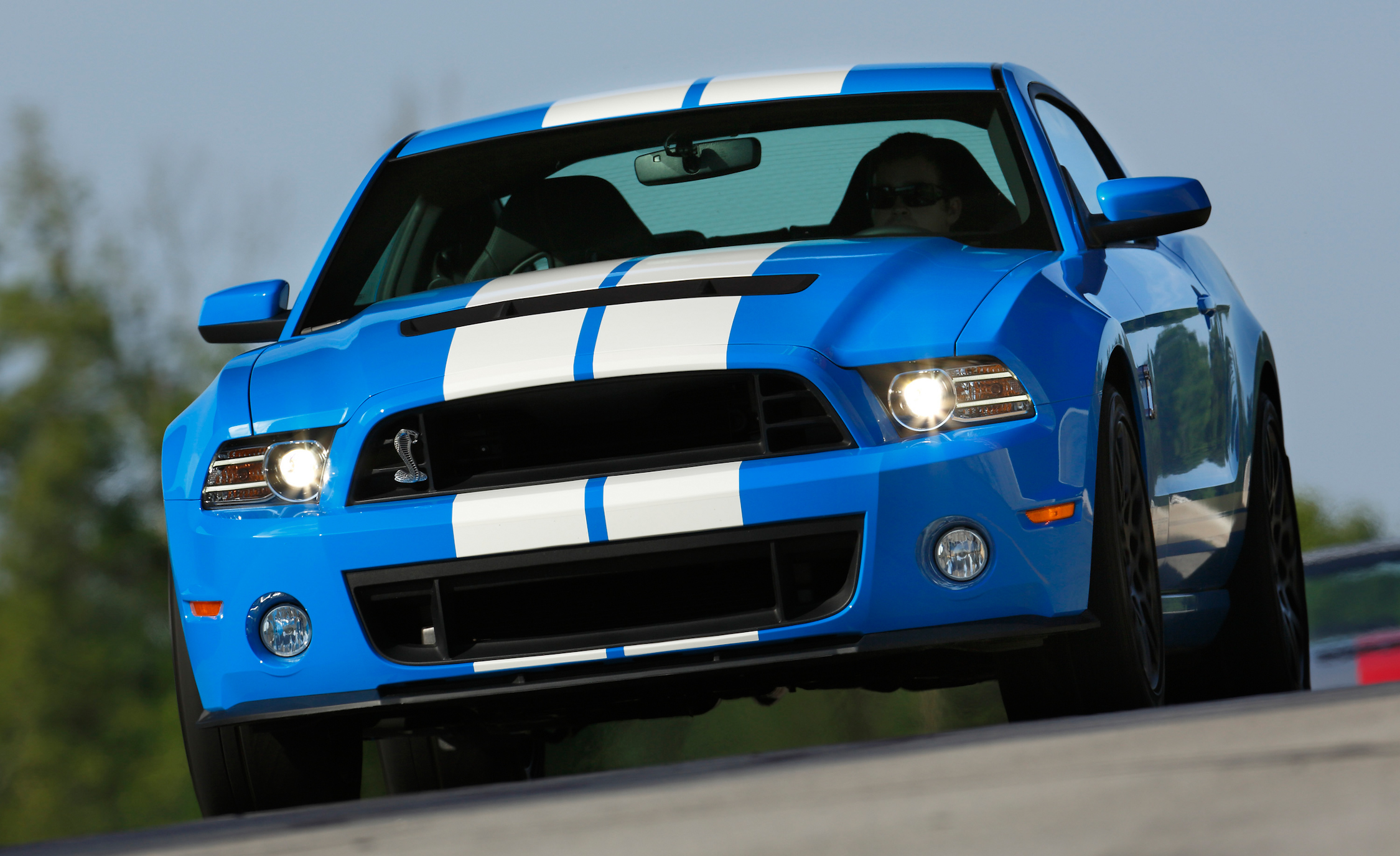 2013 Ford Mustang Shelby GT500 Blue Test Drive Front Profile (Photo 13 of 47)