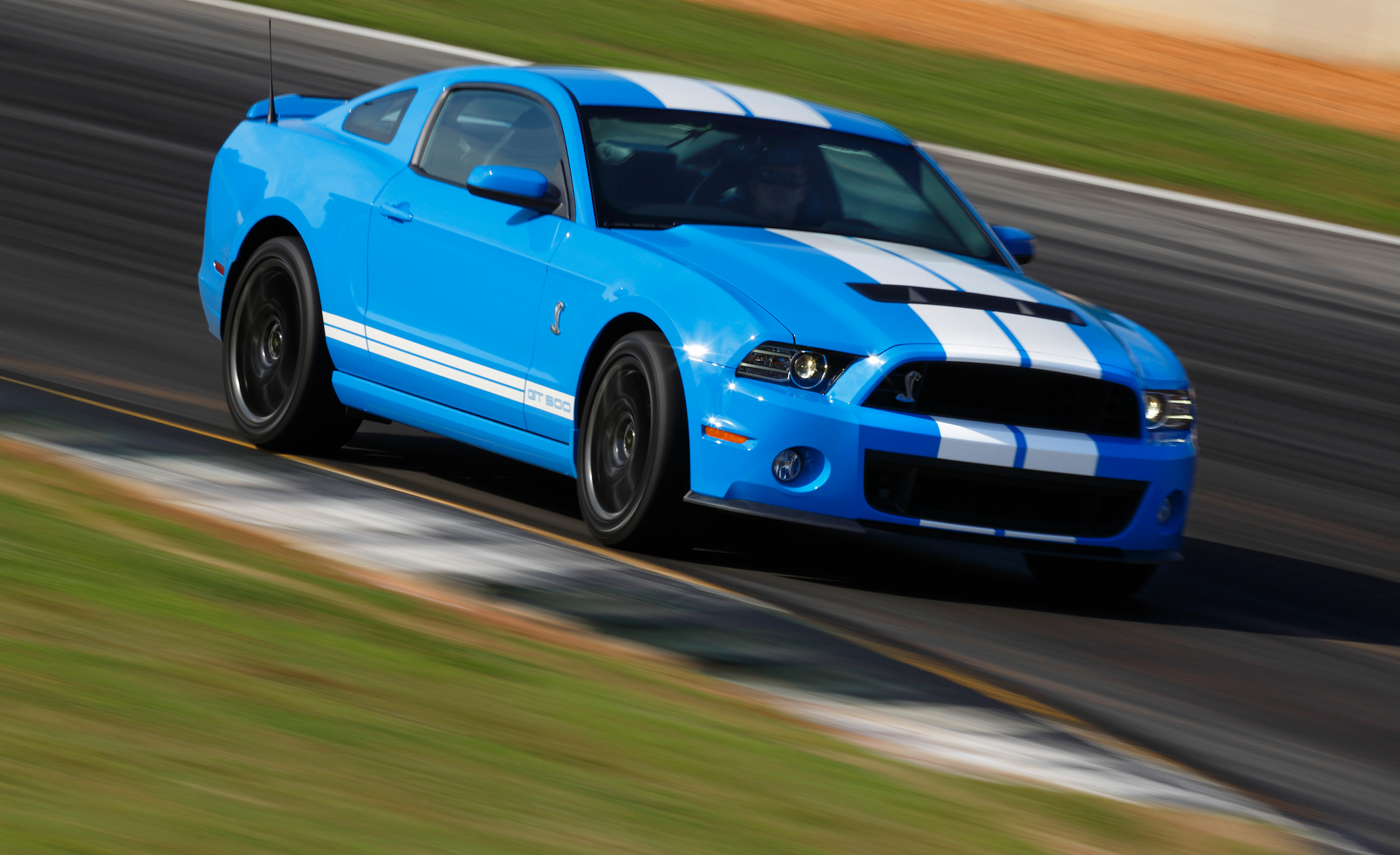 2013 Ford Mustang Shelby GT500 Blue Test Drive Performance (Photo 15 of 47)