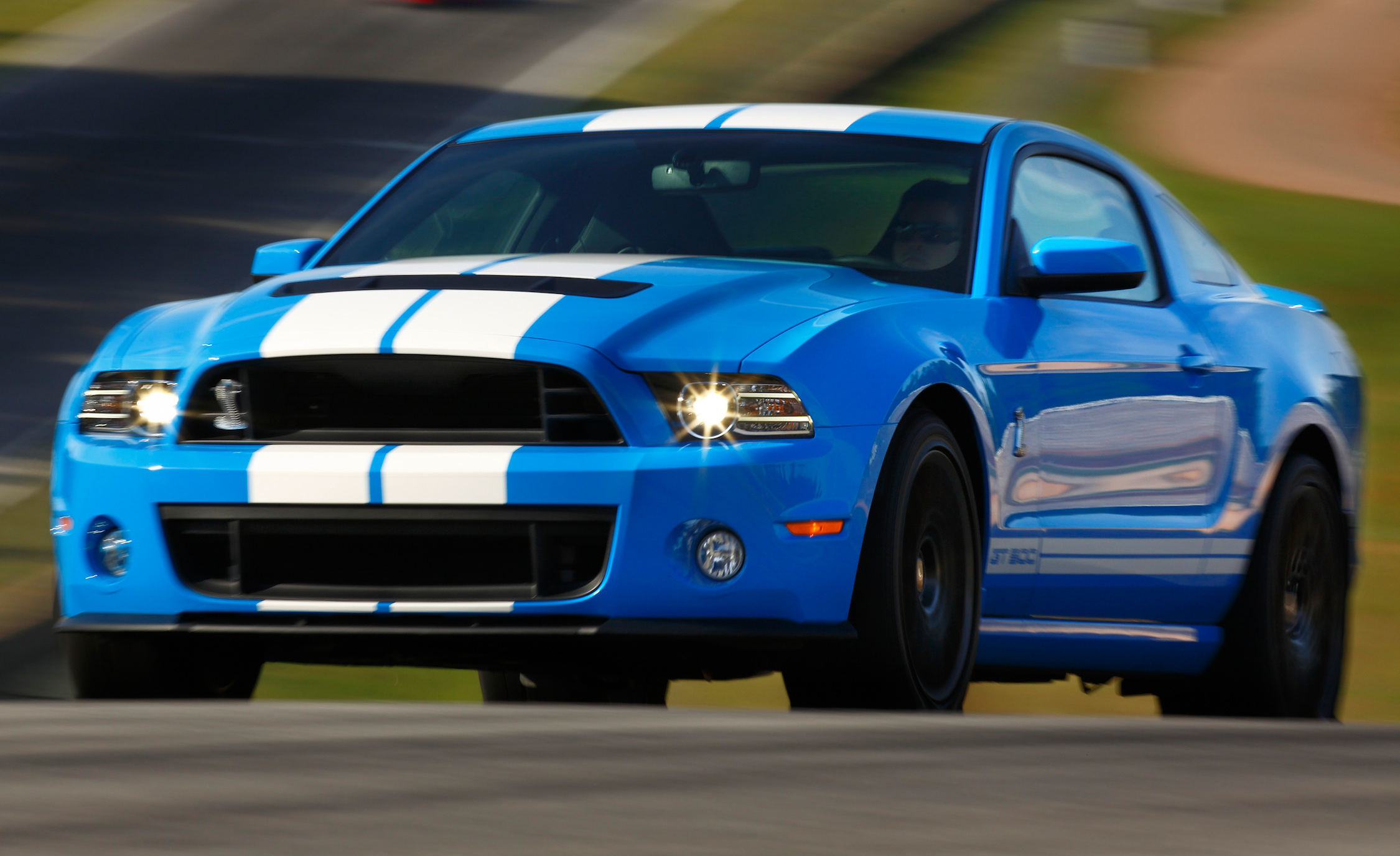 2013 Ford Mustang Shelby GT500 Blue Test Drive Preview (Photo 16 of 47)