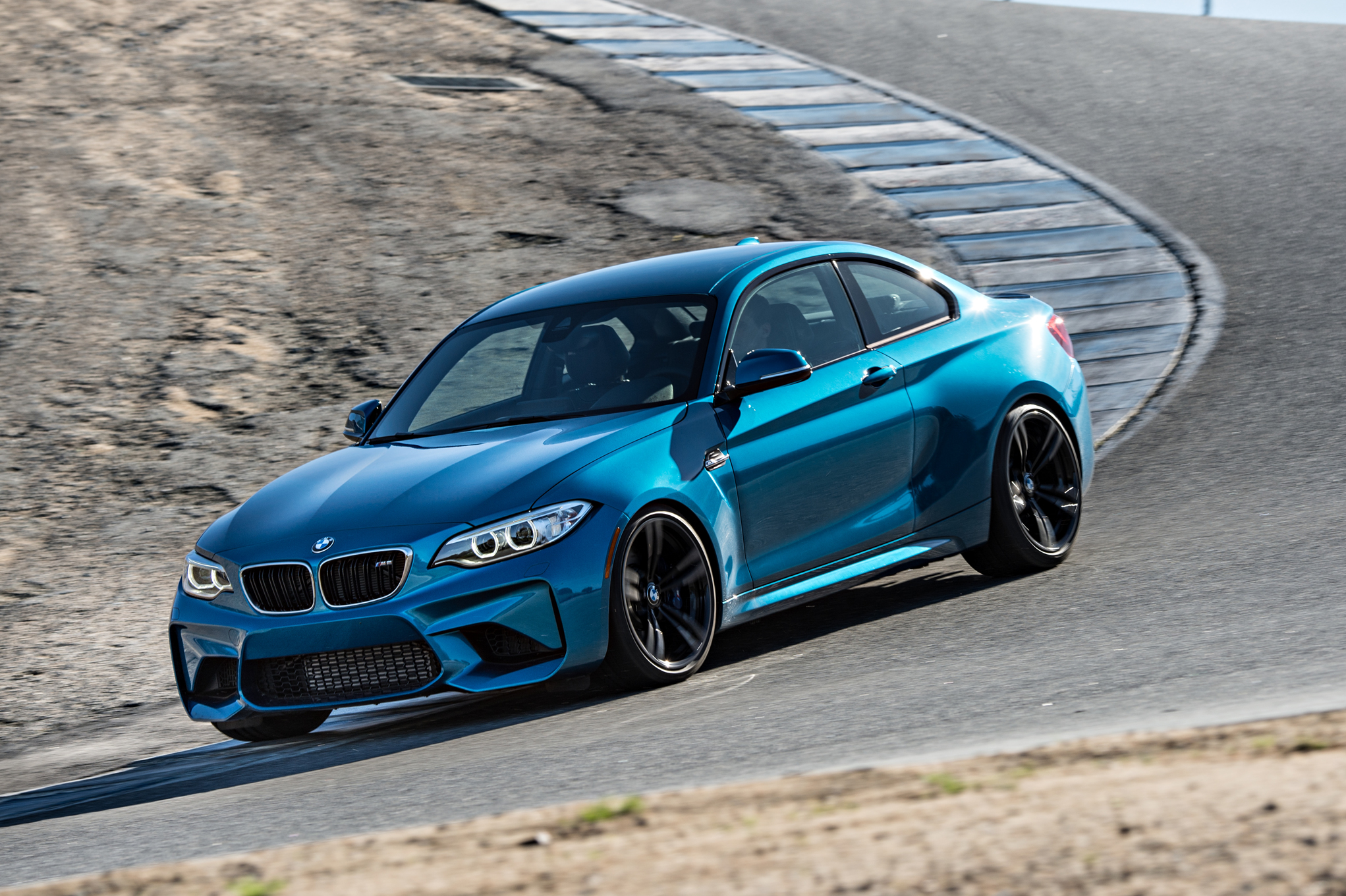 2016 BMW M2 Coupe Blue Metallic Test Drive (Photo 12 of 61)