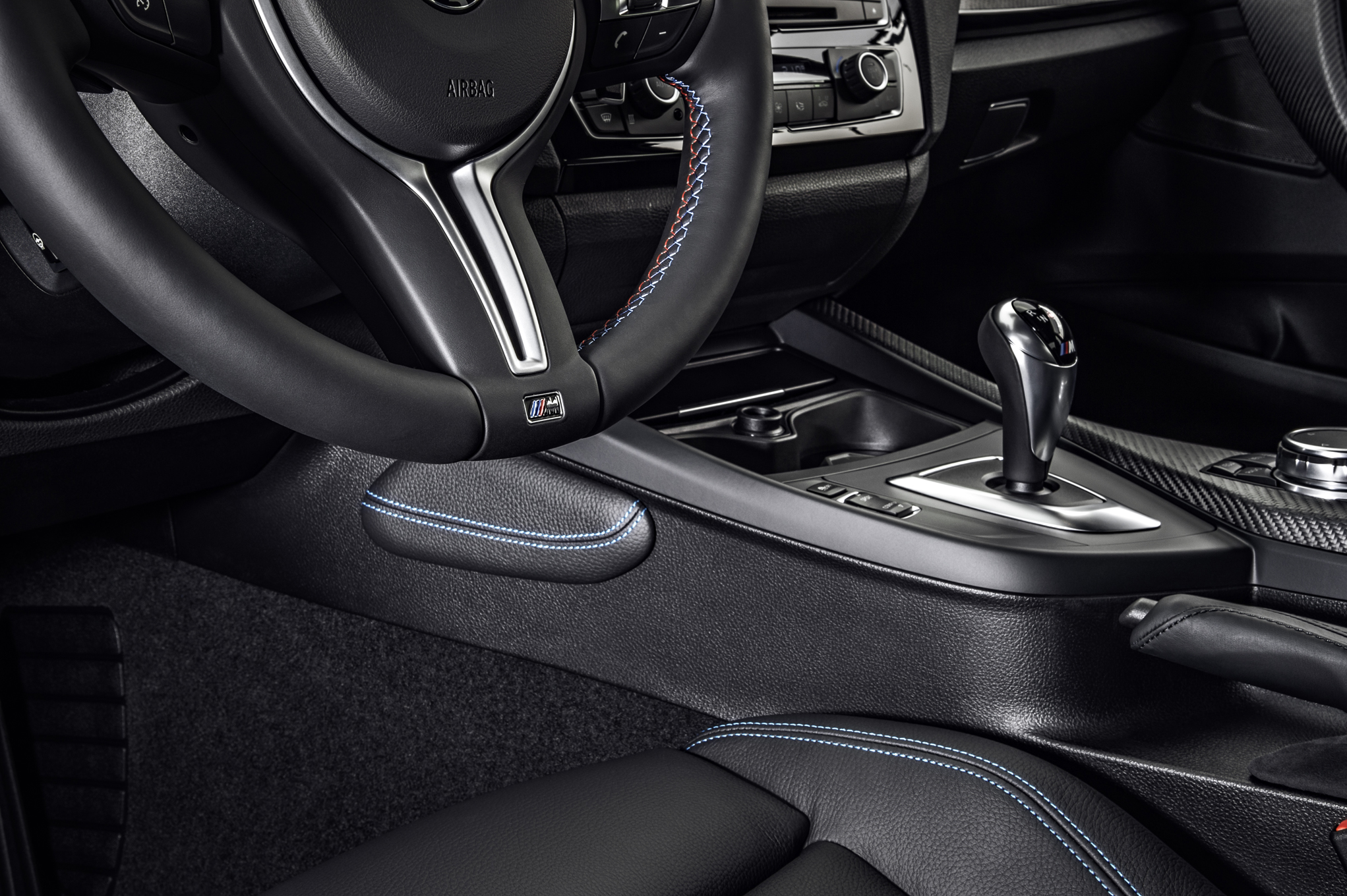 2016 BMW M2 Interior View Center Console (Photo 39 of 61)