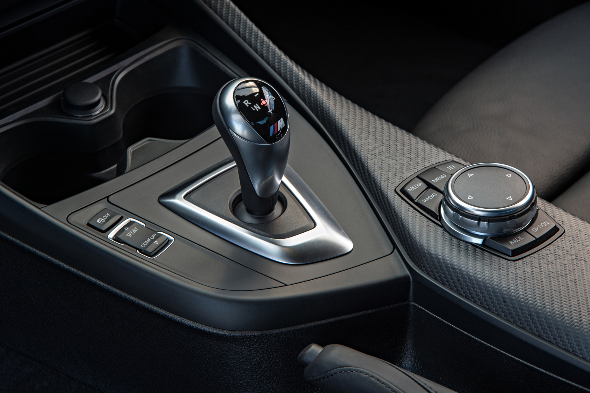2016 BMW M2 Interior View Gear Knob (Photo 47 of 61)