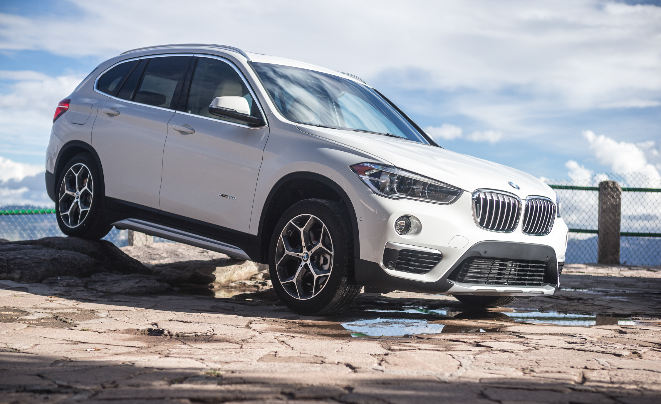 2016 BMW X1 Exterior White Metallic Front And Side (Photo 36 of 36)