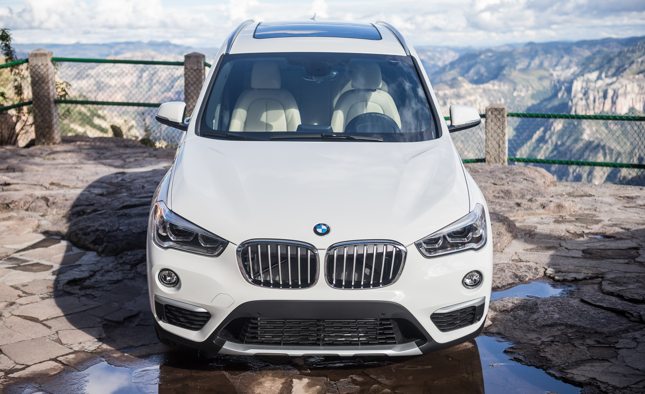 2016 BMW X1 Exterior White Metallic Front End (Photo 4 of 36)