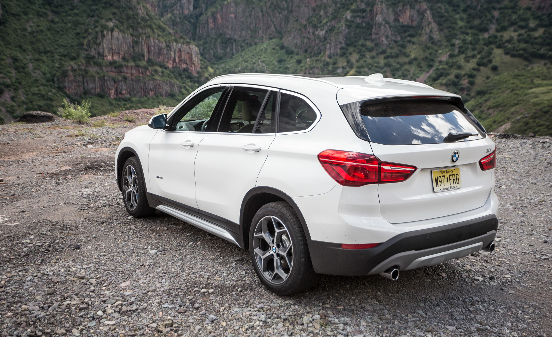 2016 BMW X1 Exterior White Metallic Side And Rear (Photo 7 of 36)