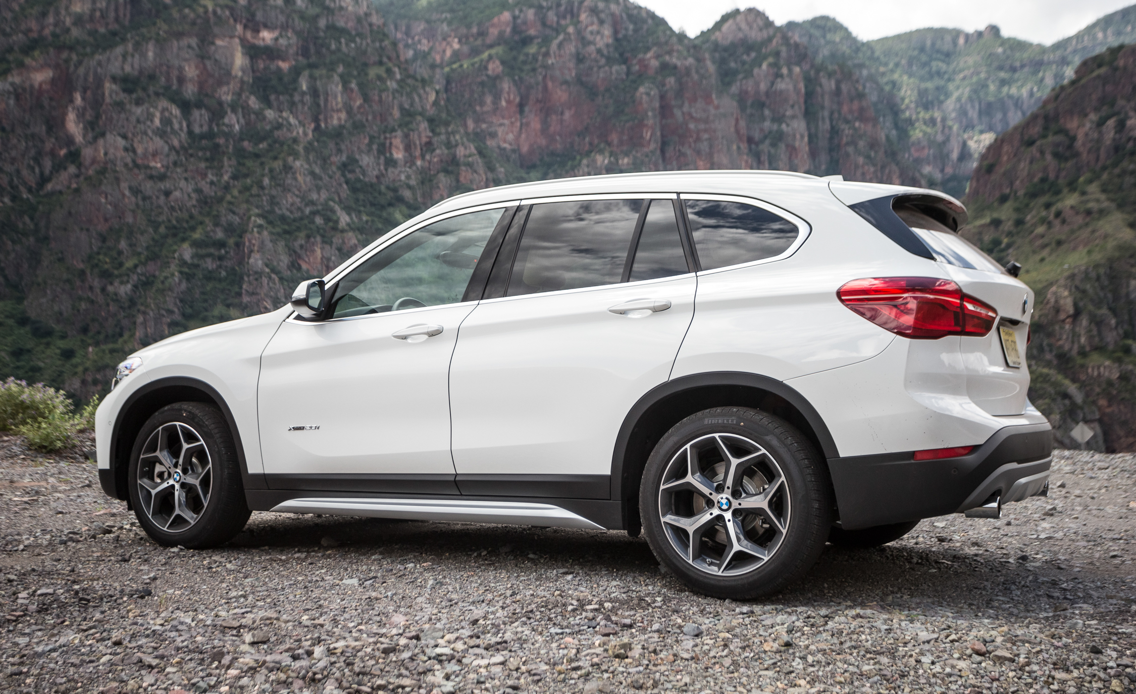 2016 BMW X1 Exterior White Metallic Side (View 29 of 36)