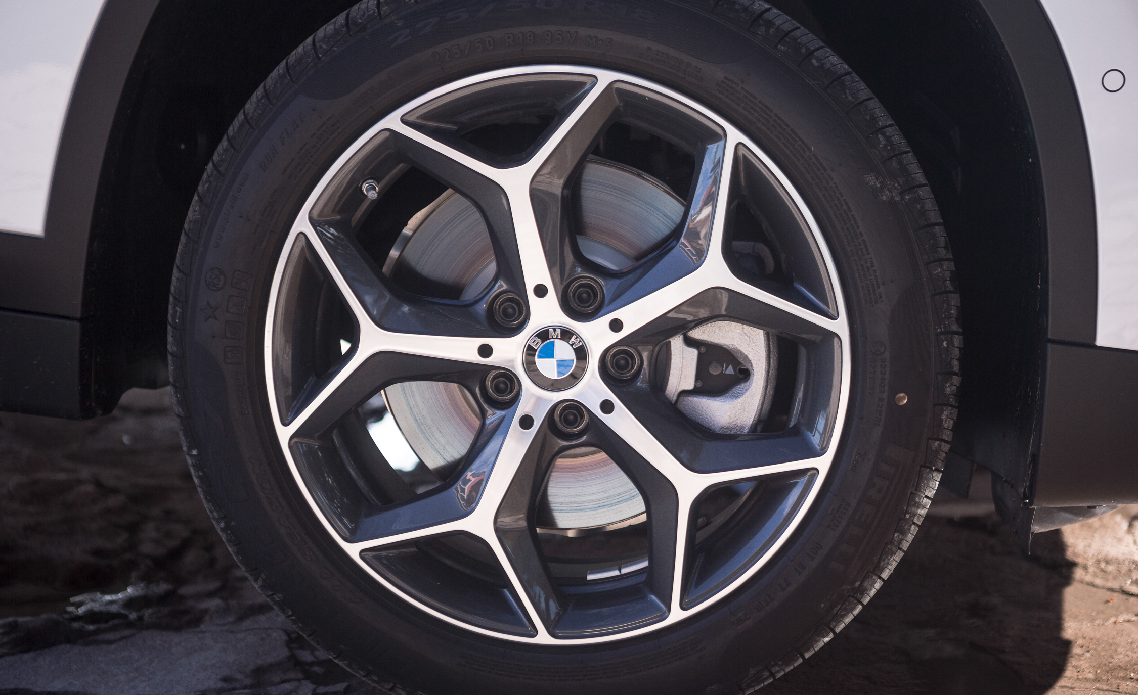 2016 BMW X1 Exterior White Metallic View Wheel Velg (Photo 12 of 36)