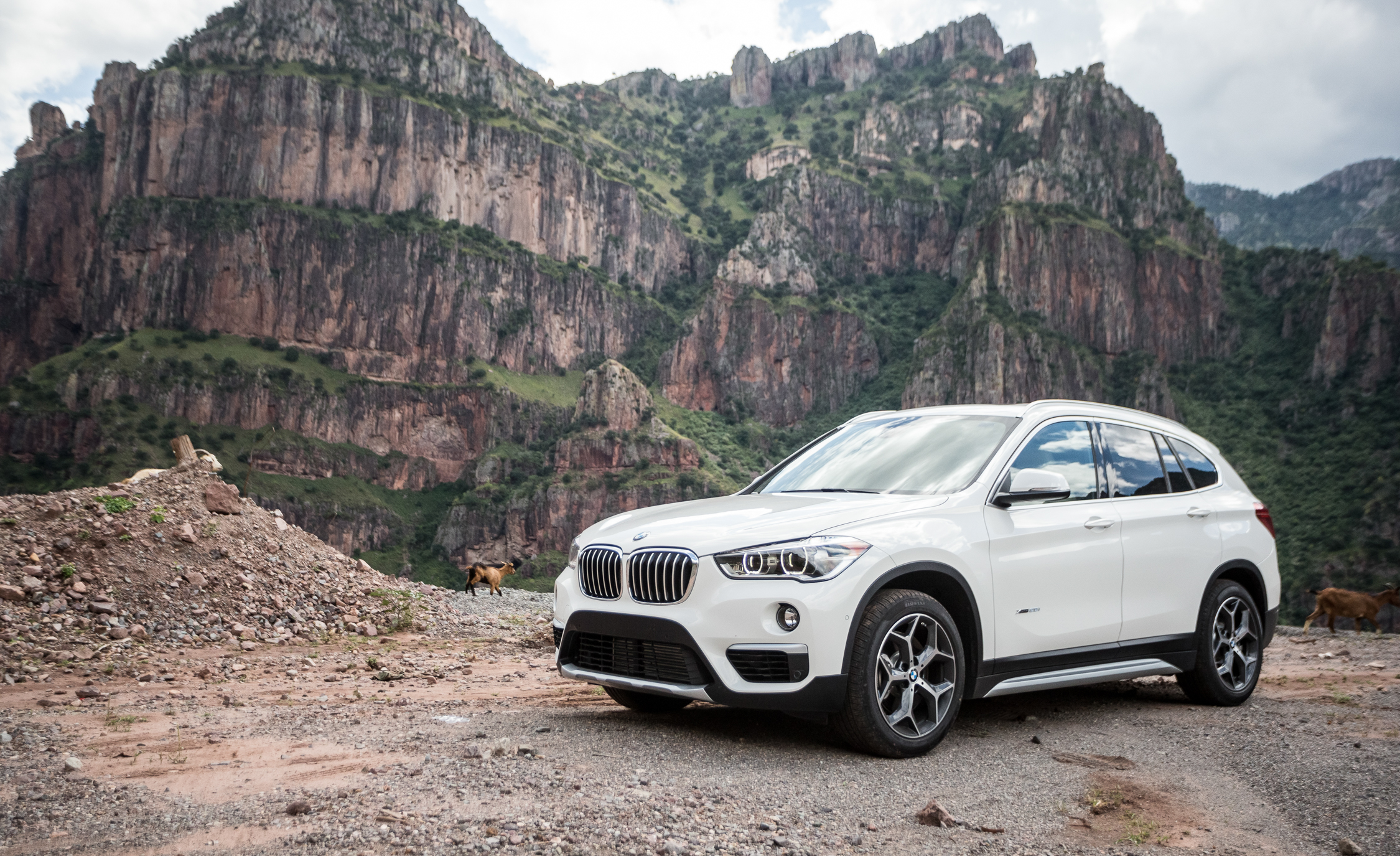 2016 BMW X1 Exterior White Metallic (View 23 of 36)