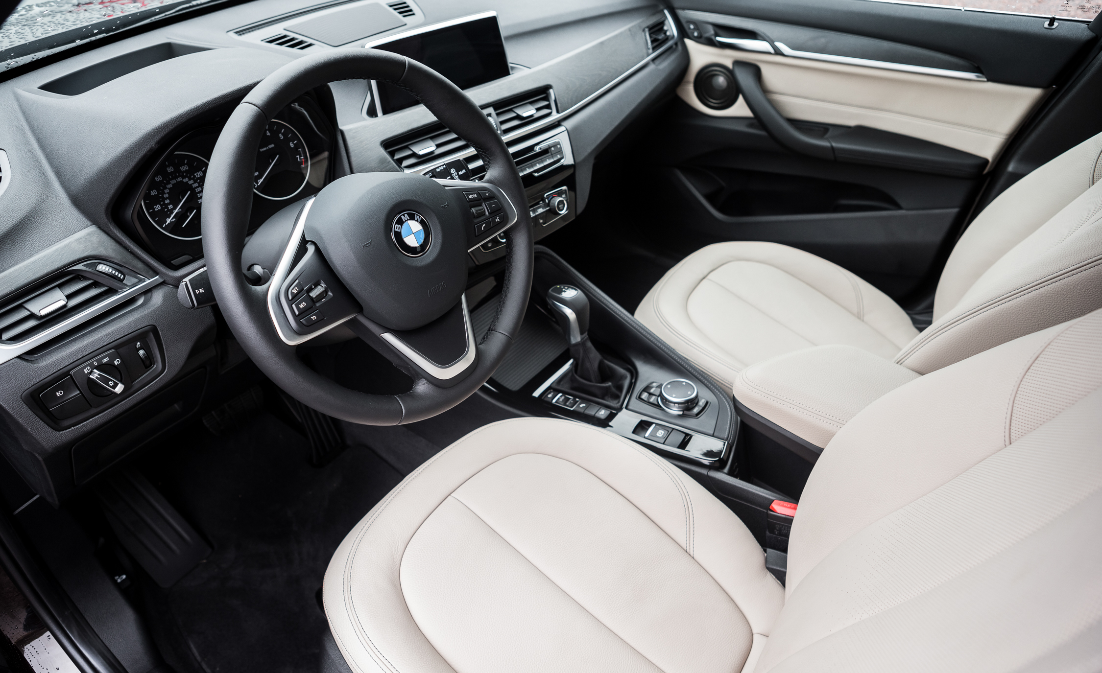 2016 BMW X1 Interior Driver Cockpit Steering (Photo 24 of 36)