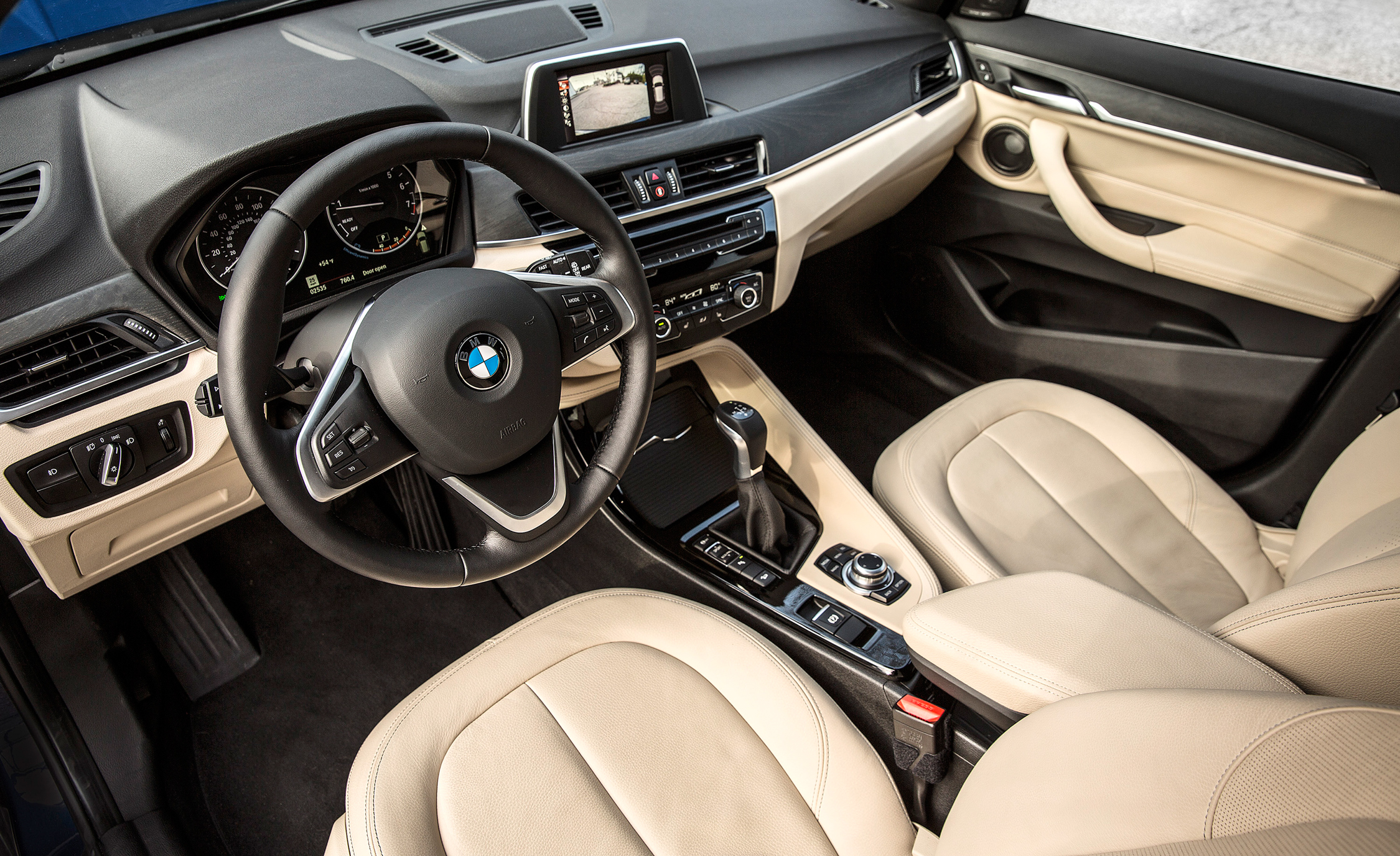 2016 BMW X1 Interior Driver Cockpit (Photo 13 of 36)