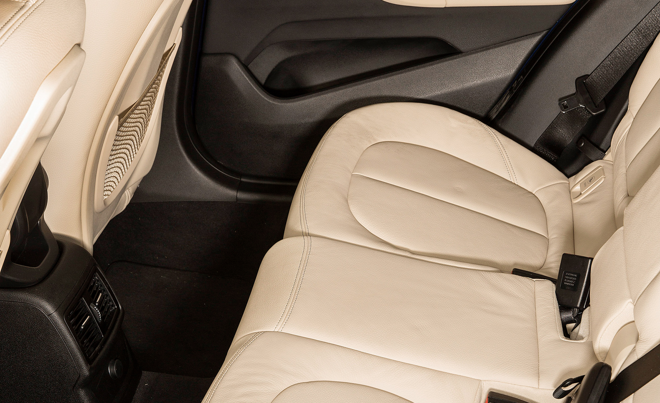 2016 BMW X1 Interior Seats Rear Details (Photo 19 of 36)