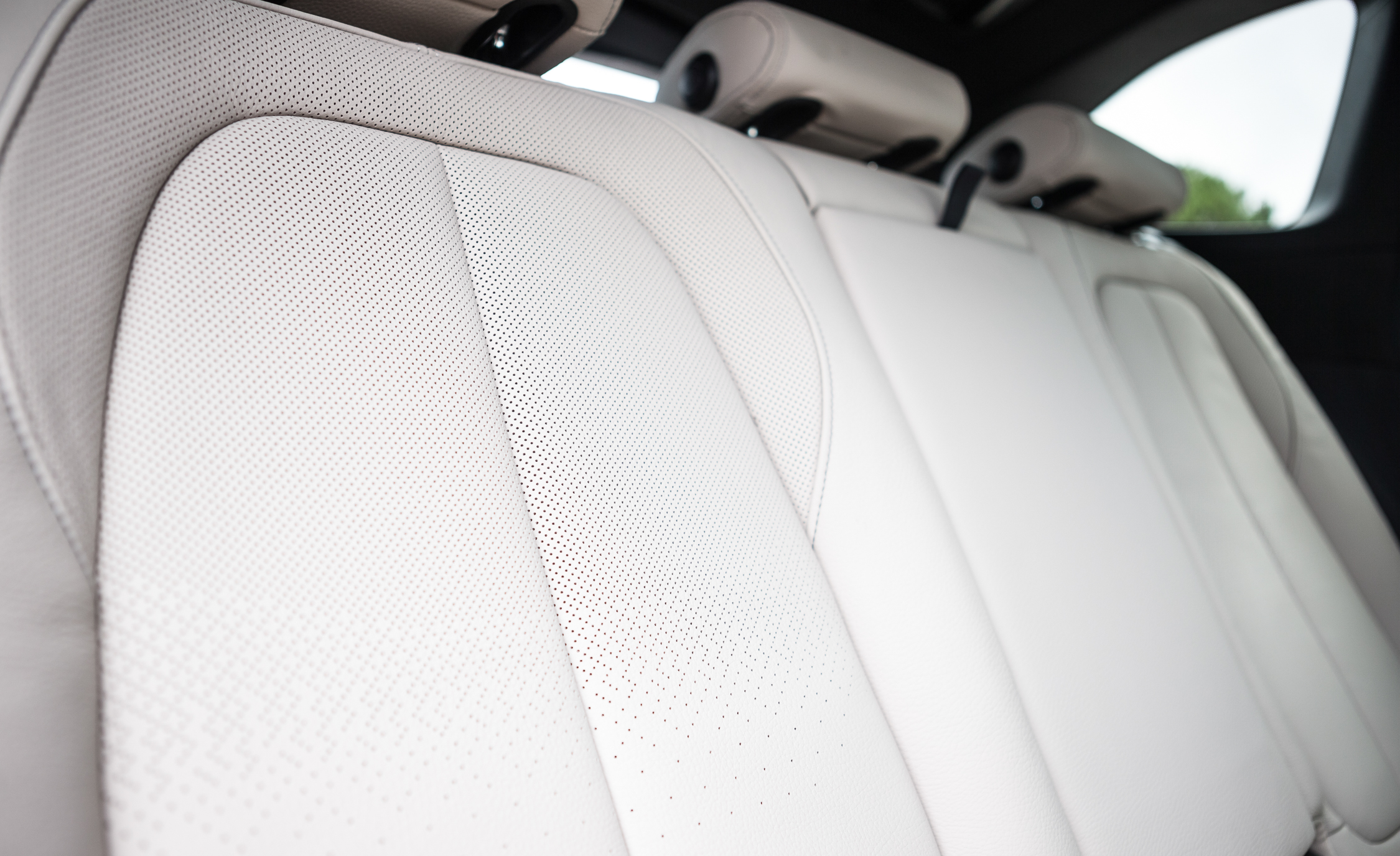 2016 BMW X1 Interior Seats Rear Leather Details (Photo 21 of 36)