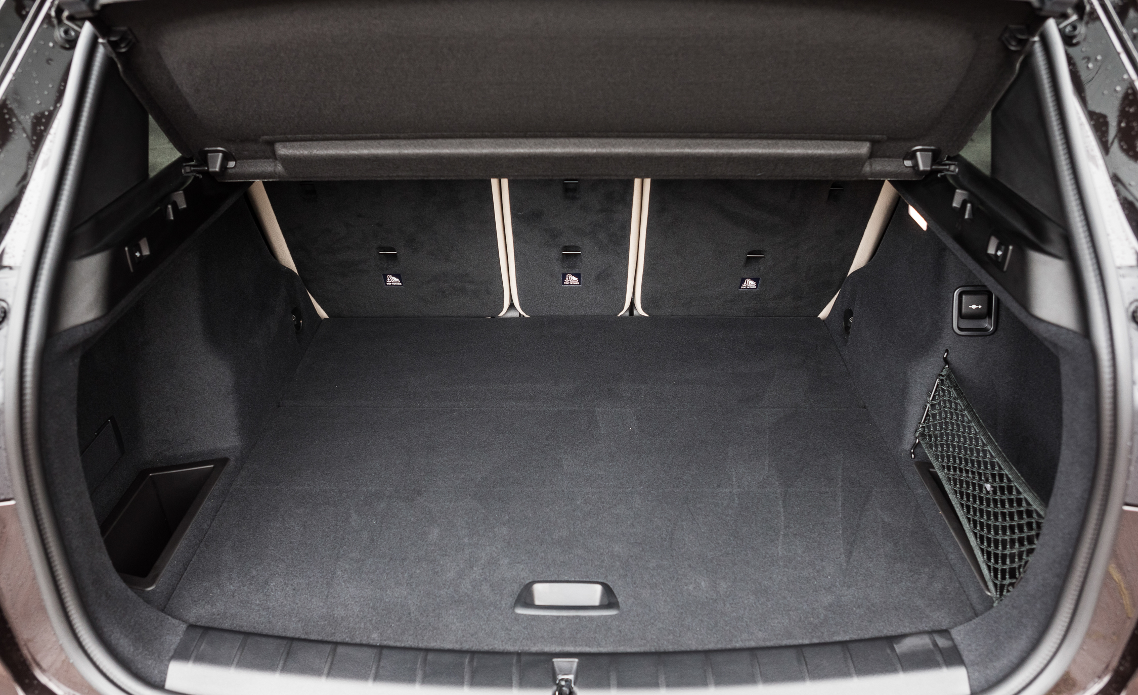 2016 BMW X1 Interior View Cargo Space (Photo 23 of 36)