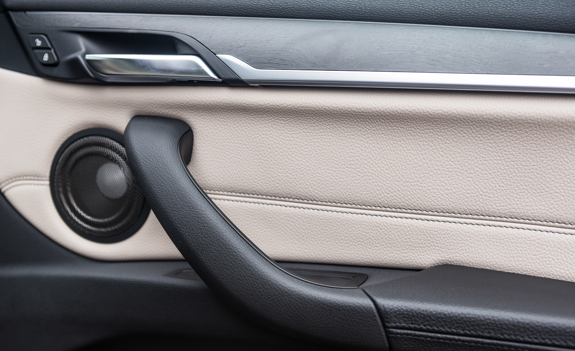 2016 BMW X1 Interior View Door Panels (Photo 11 of 36)