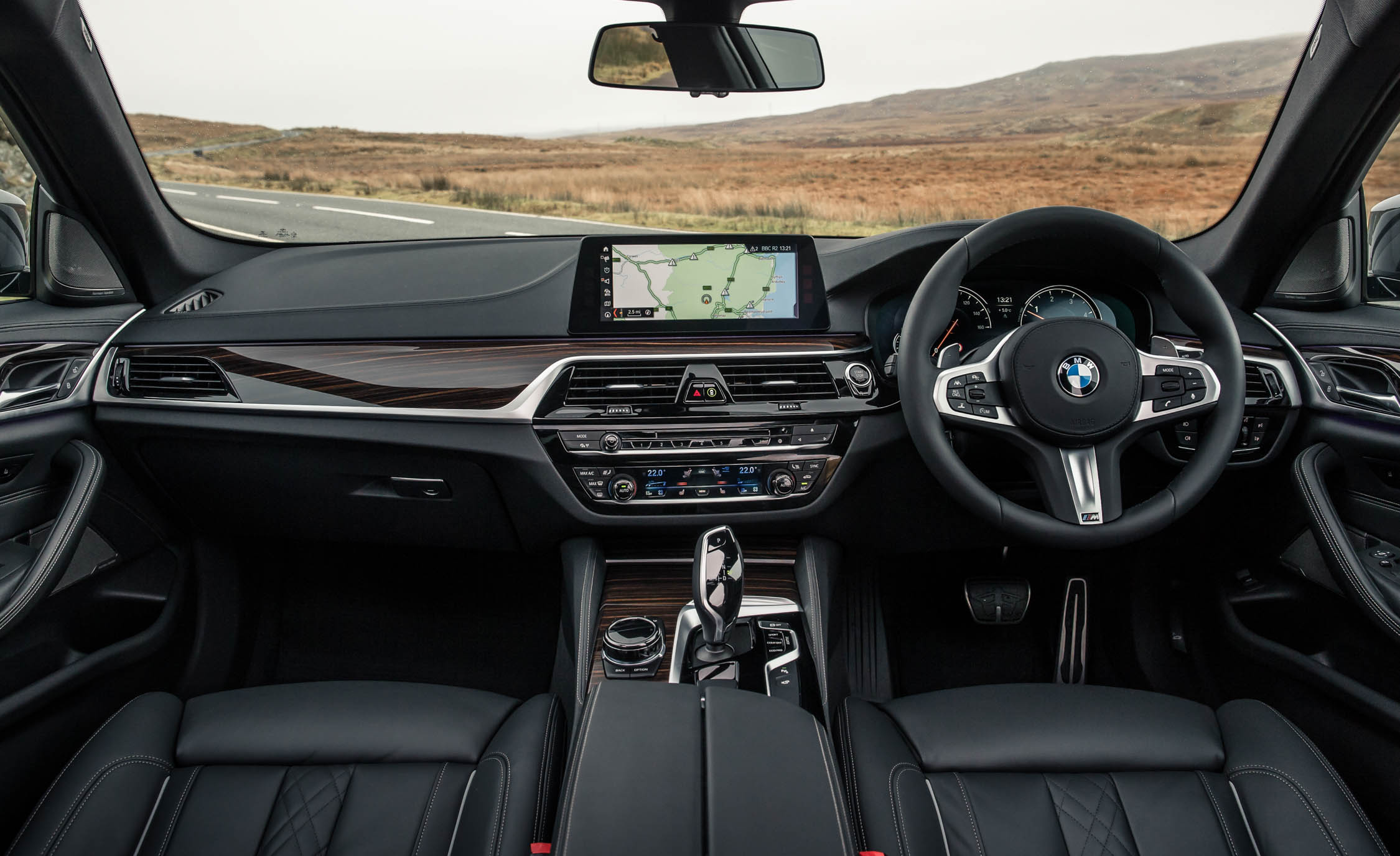 2017 BMW 530d Interior Dashboard (Photo 30 of 32)