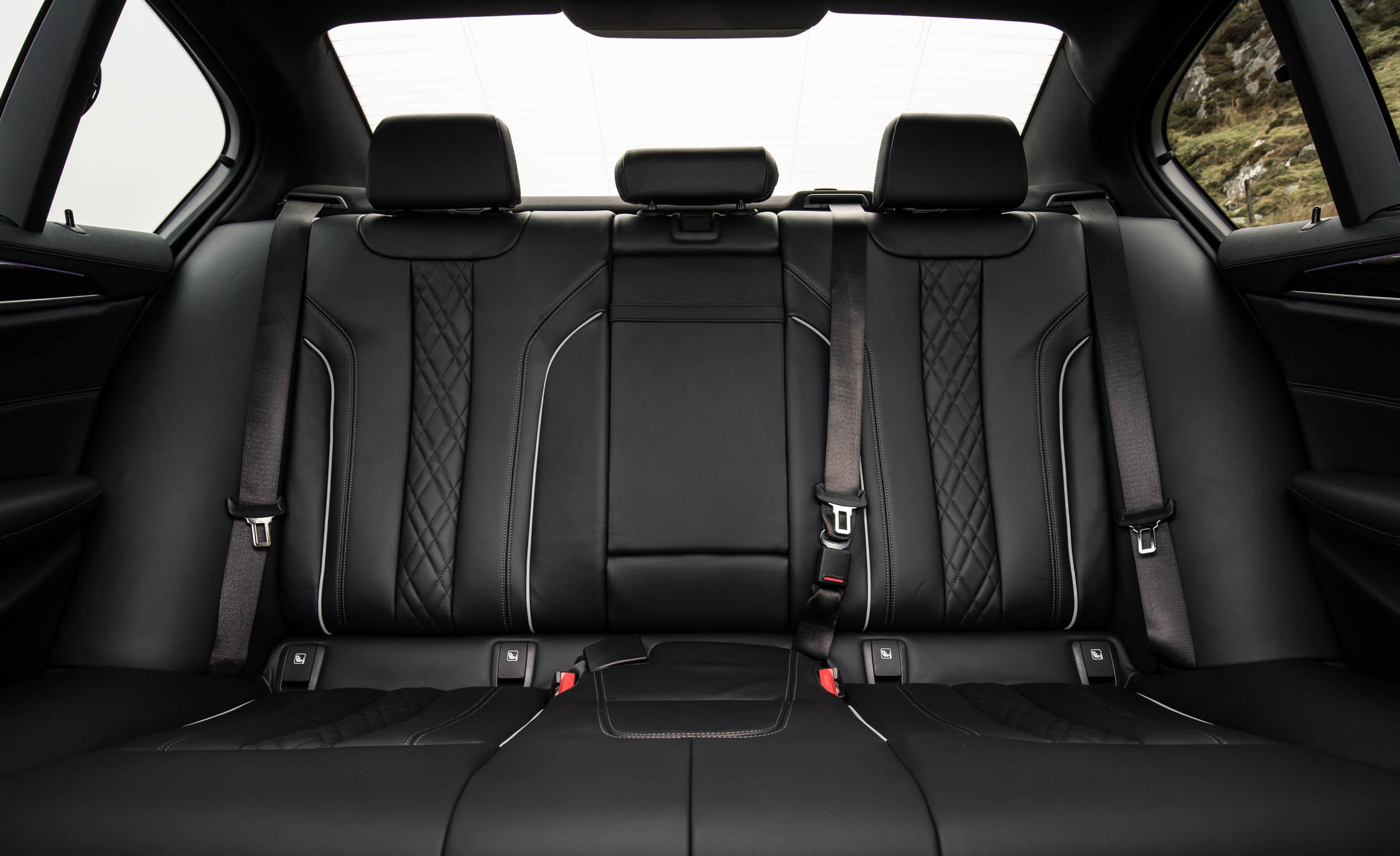 2017 BMW 530d Interior Seats Rear (View 29 of 32)