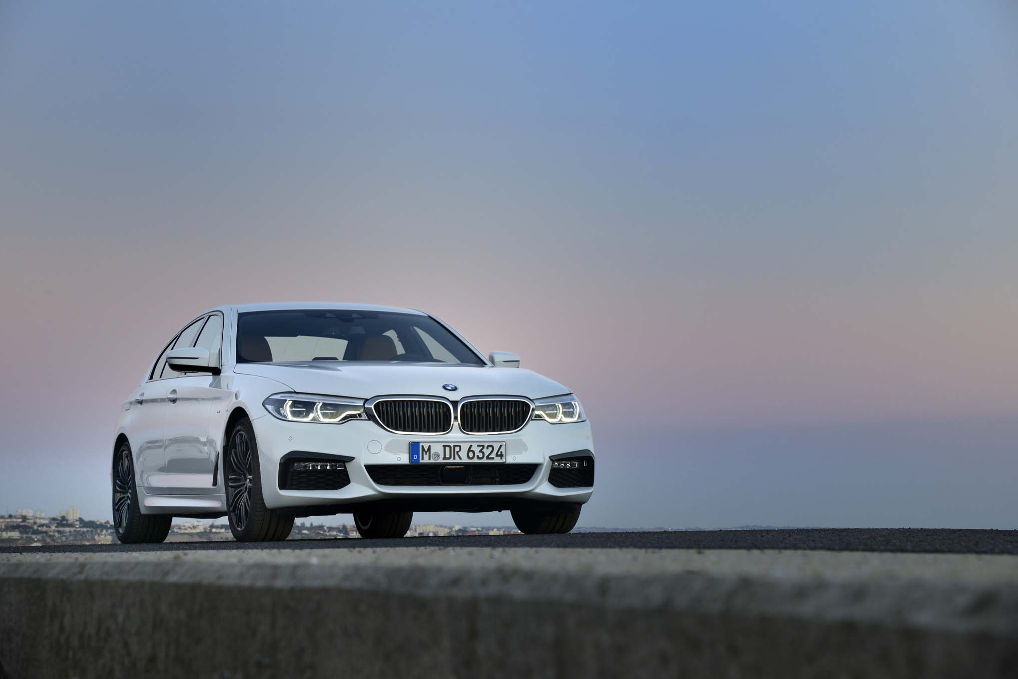 2017 BMW 540i M Sport Exterior Front (Photo 34 of 35)
