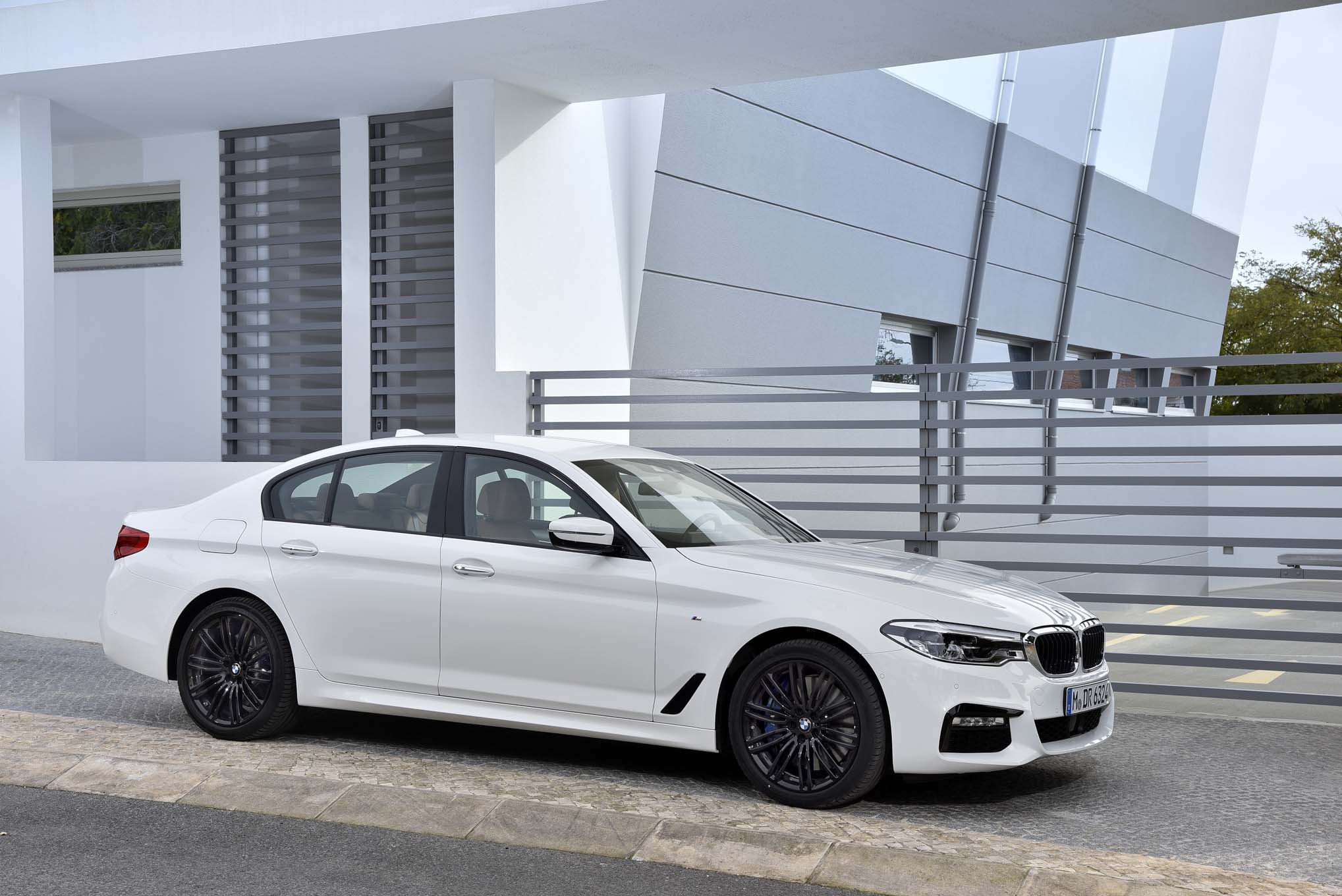 2017 BMW 540i M Sport Exterior Side And Front (Photo 10 of 35)