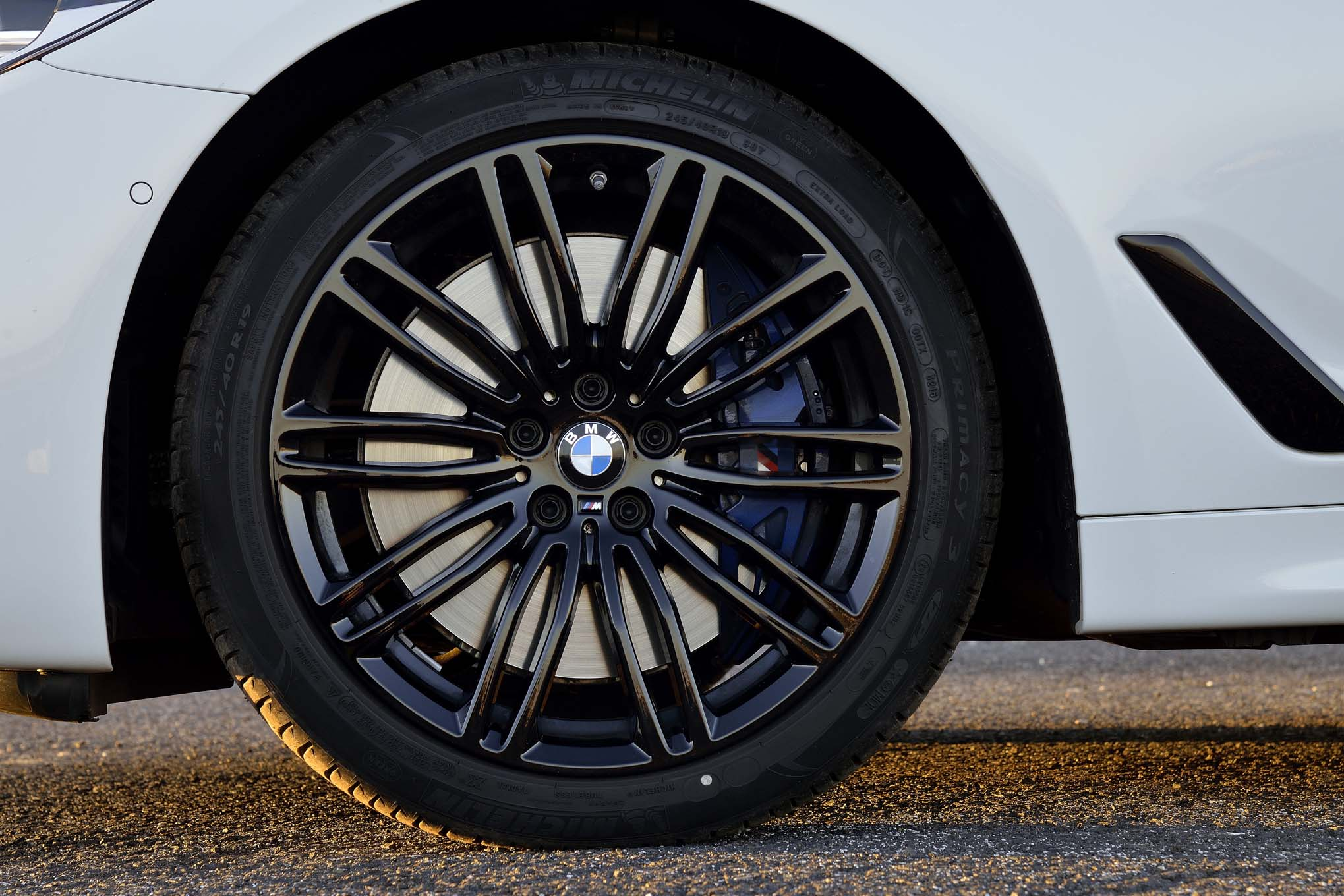 2017 BMW 540i M Sport Exterior View Wheel (Photo 14 of 35)
