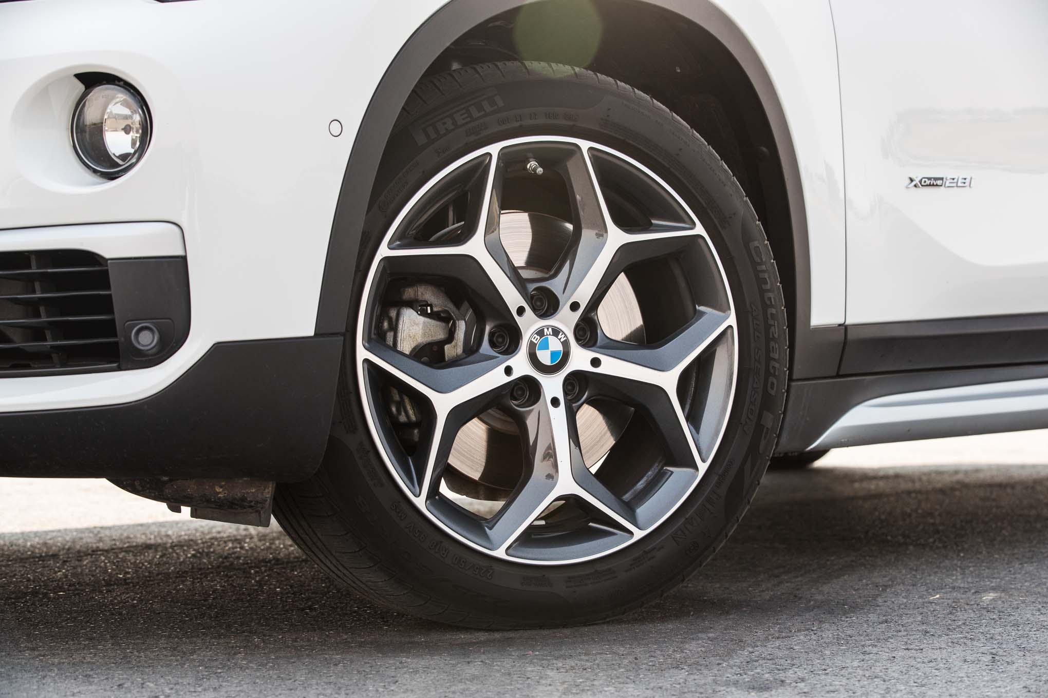 2017 BMW X1 XDrive28i Exterior View Wheel (Photo 9 of 23)