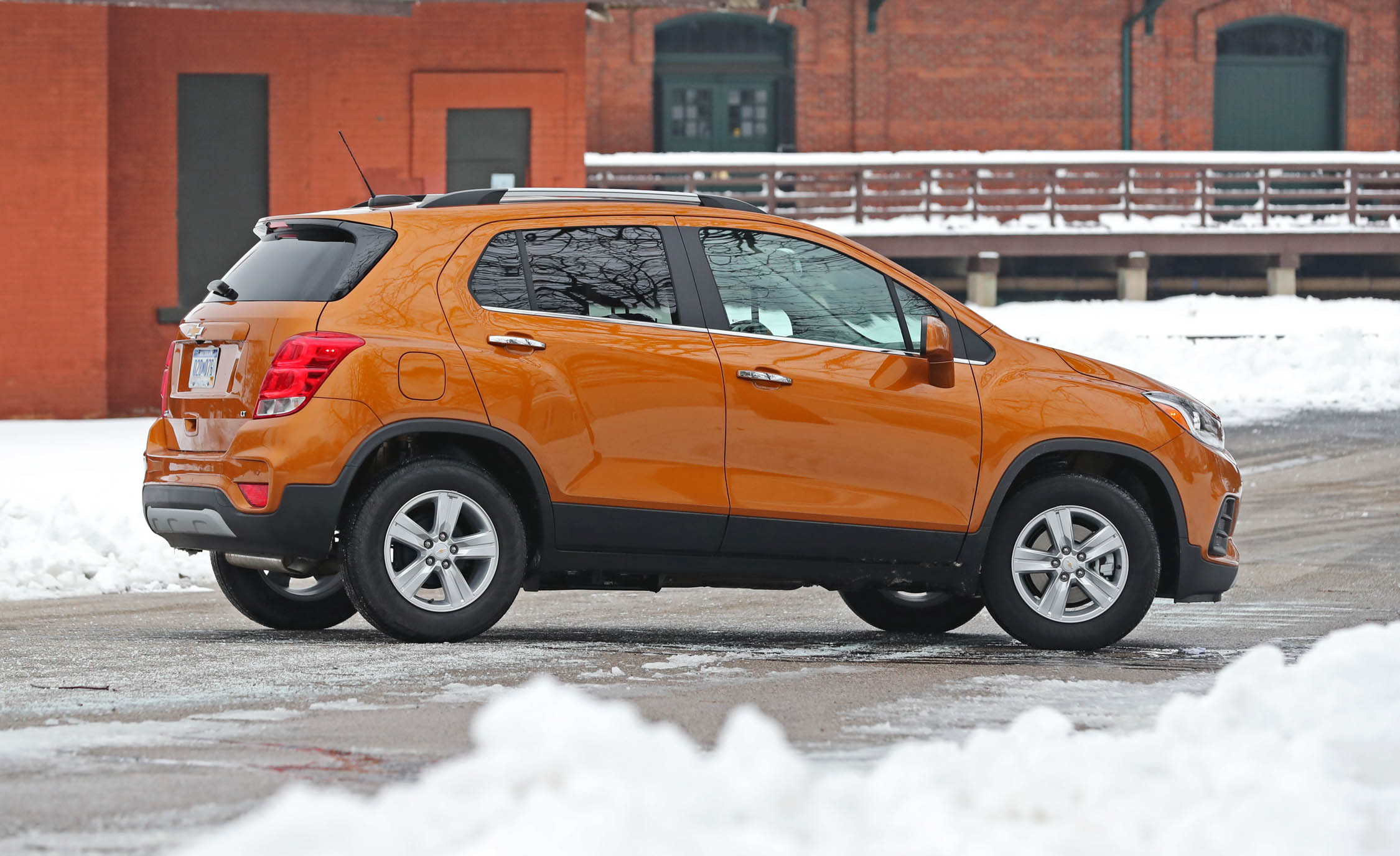 2017 Chevrolet Trax Exterior Side And Rear (Photo 7 of 47)