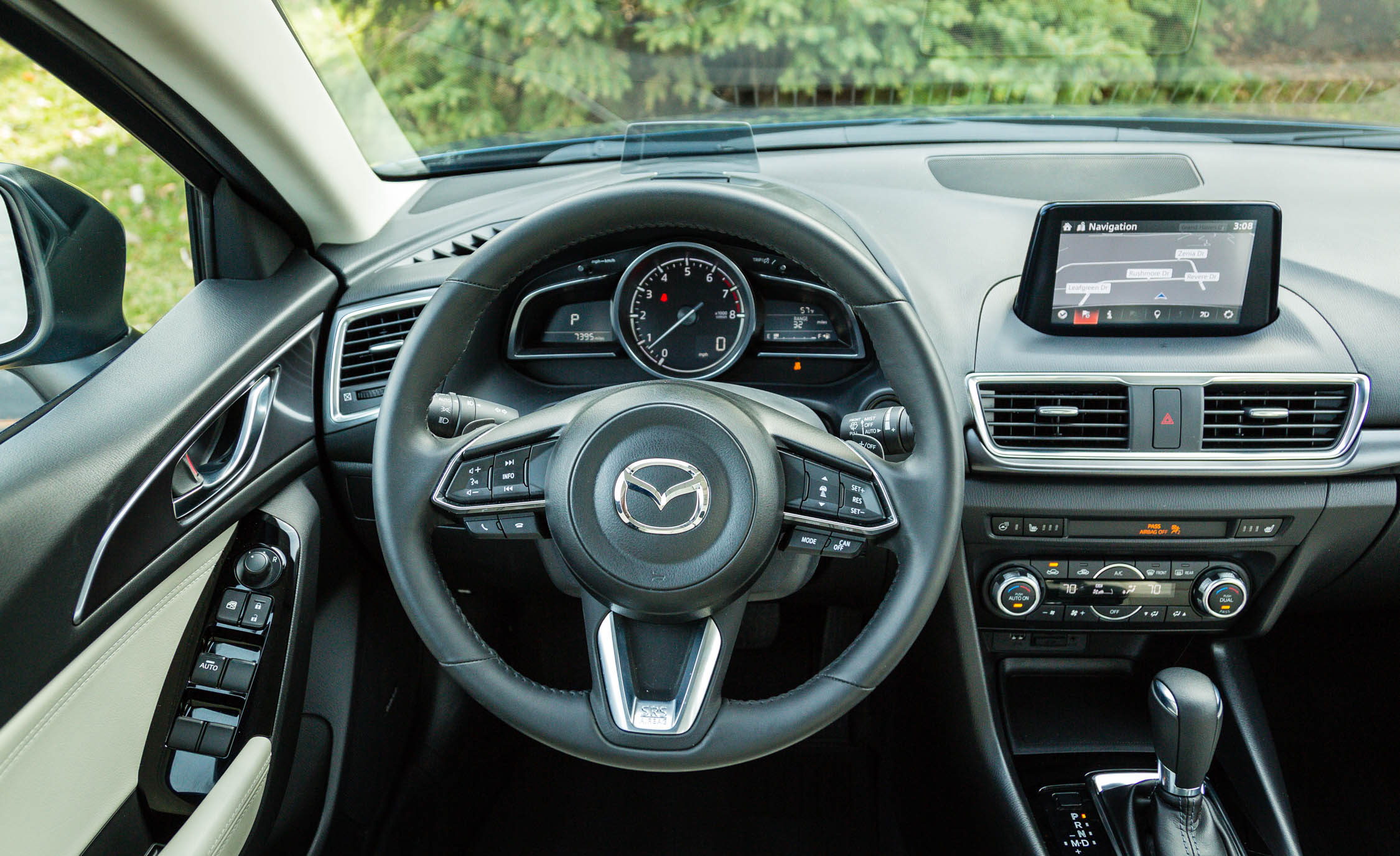 2017 Mazda 3 Grand Touring Sedan Interior View Cockpit Steering (Photo 33 of 51)